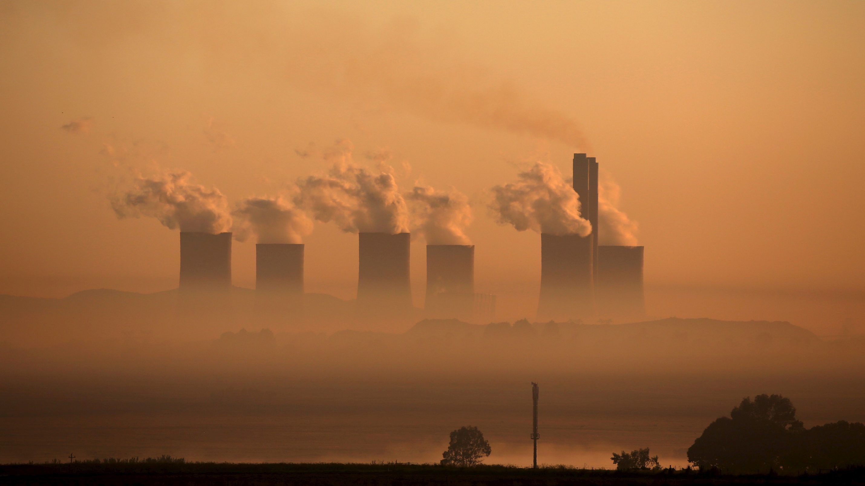 Steam rises at sunrise from the  Lethabo Power Station, a coal-fired power station owned by state power utility ESKOM near Sasolburg, South Africa, March 2, 2016. Picture taken March 2, 2016. /File Photo - S1BEUGDXLCAB