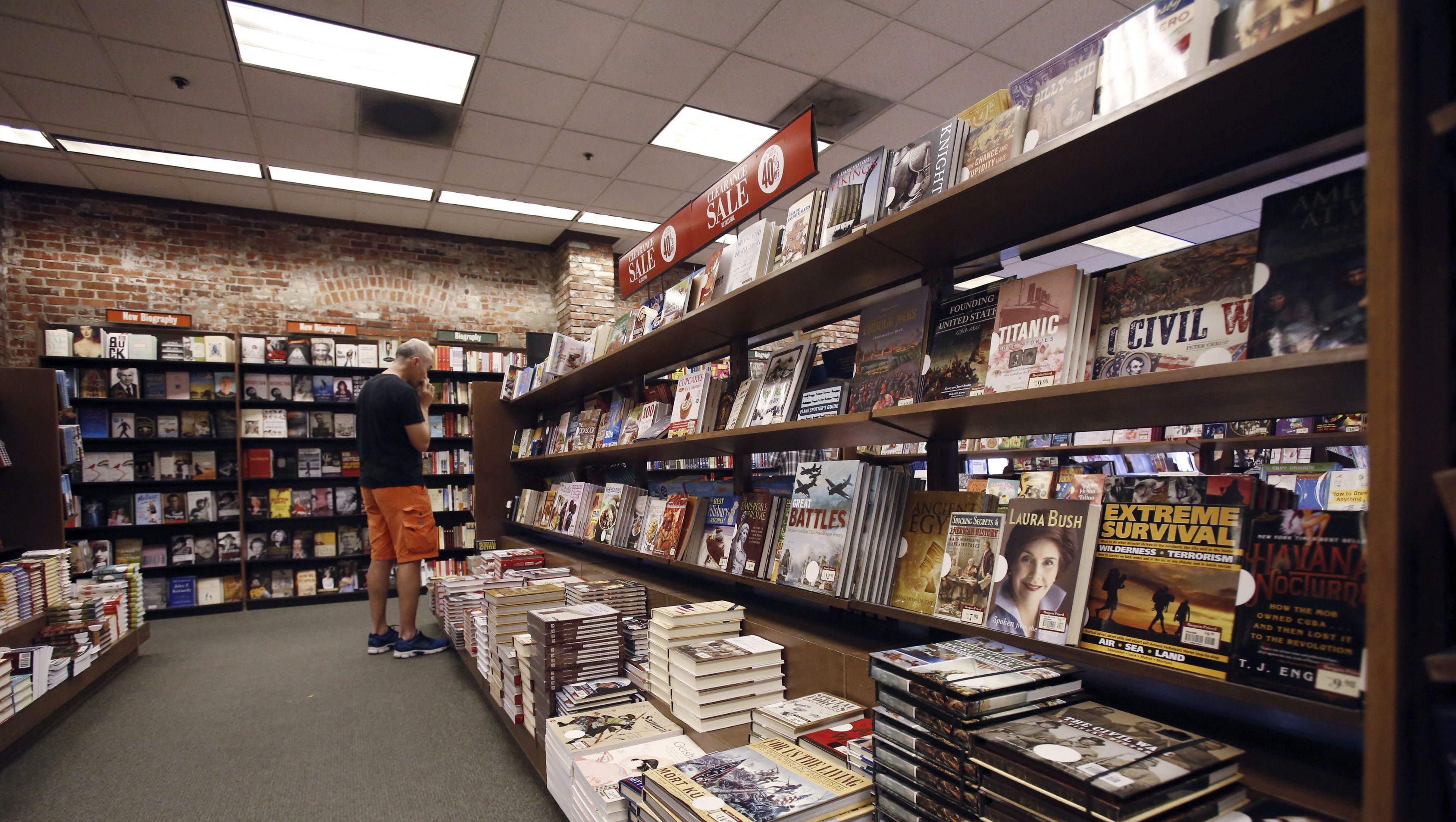 Barnes & Noble bookstore second quarter earnings