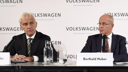 New Volkswagen CEO Matthias Mueller, Berthold Huber (2nd L) acting head of the Supervisory board of Volkswagen