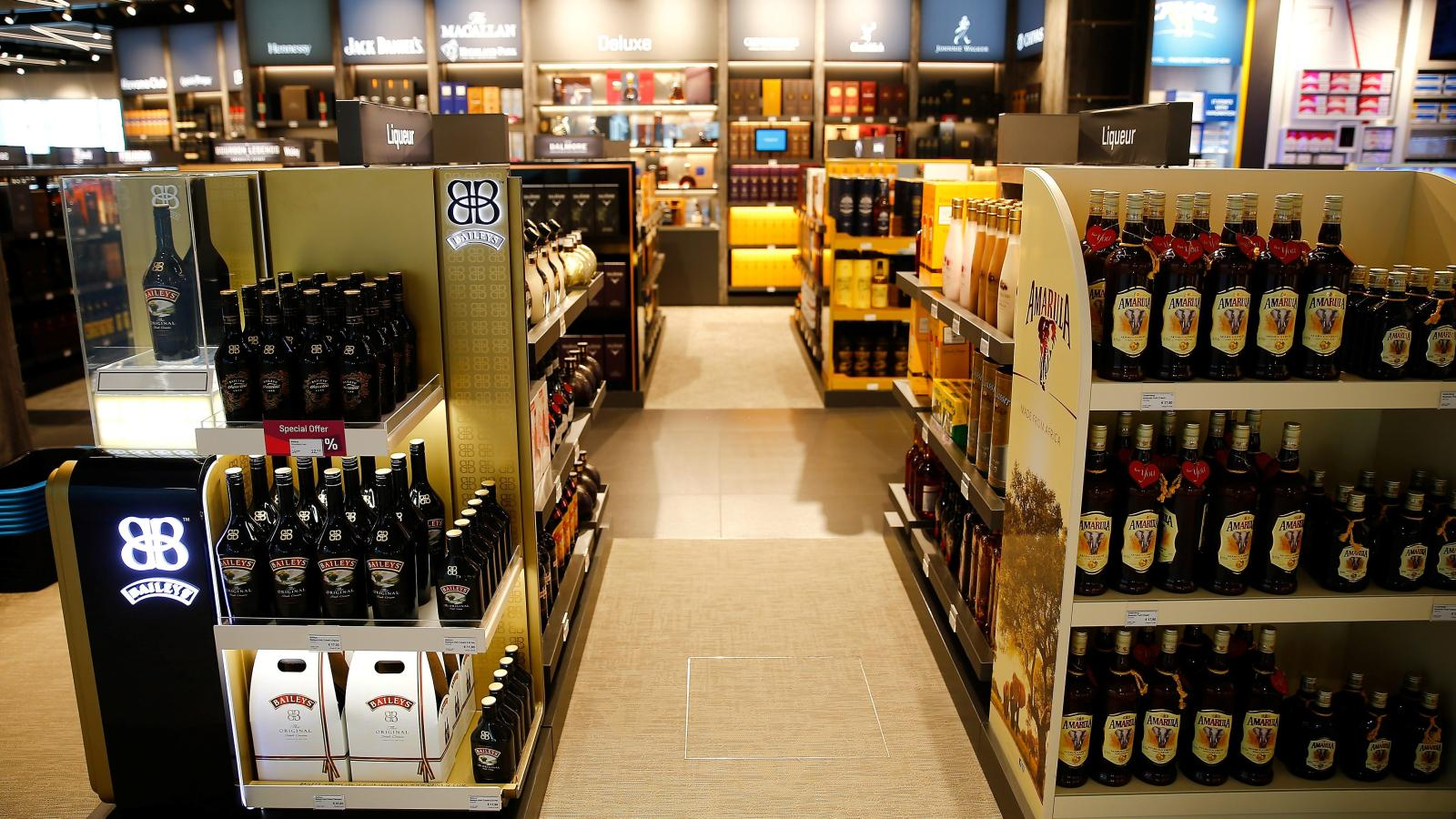 In India S 200 Million Duty Free Market Four In Five Travelers Shop For Alcohol Quartz India
