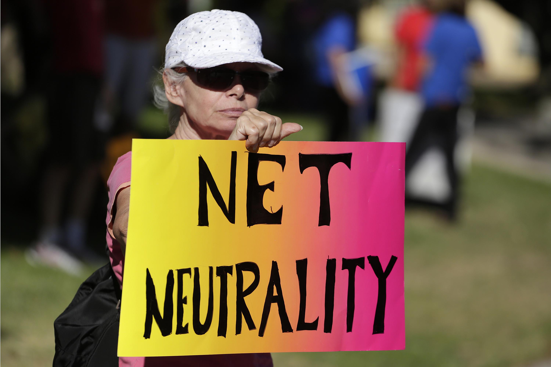 Lori Erlendsson attends a pro-net neutrality Internet activist rally in the neighborhood where U.S. President Barack Obama attended a fundraiser in Los Angeles, California, U.S. July 23, 2014. REUTERS/Jonathan Alcorn/File Photo - TM3EC6E0W6E01