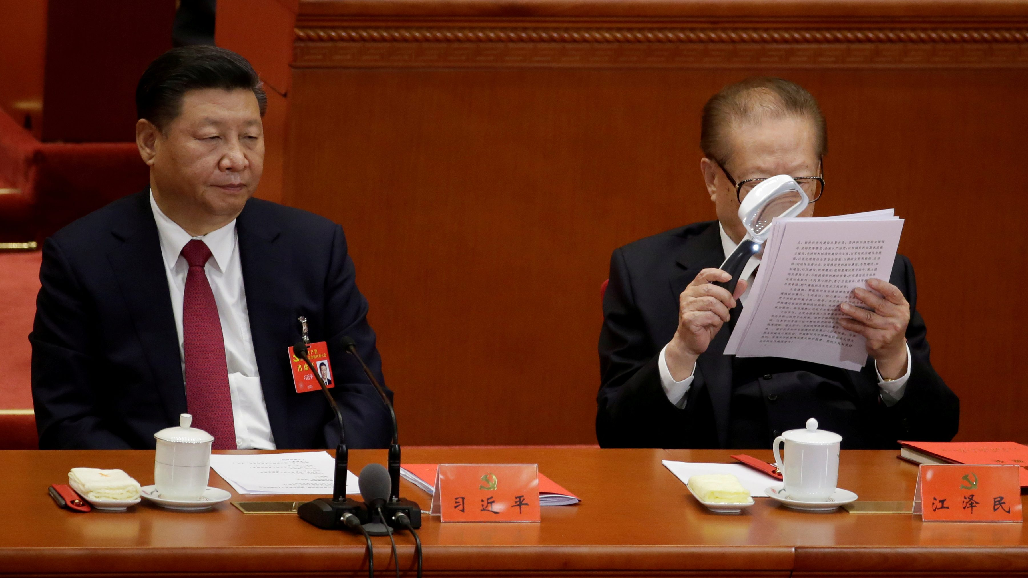 Chinese President Xi Jinping (L) and former Chinese President Jiang Zemin are seen during the closing session of the 19th National Congress of the Communist Party of China at the Great Hall of the People, in Beijing, China October 24, 2017. REUTERS/Jason Lee     TPX IMAGES OF THE DAY - RC1A8CFD4530