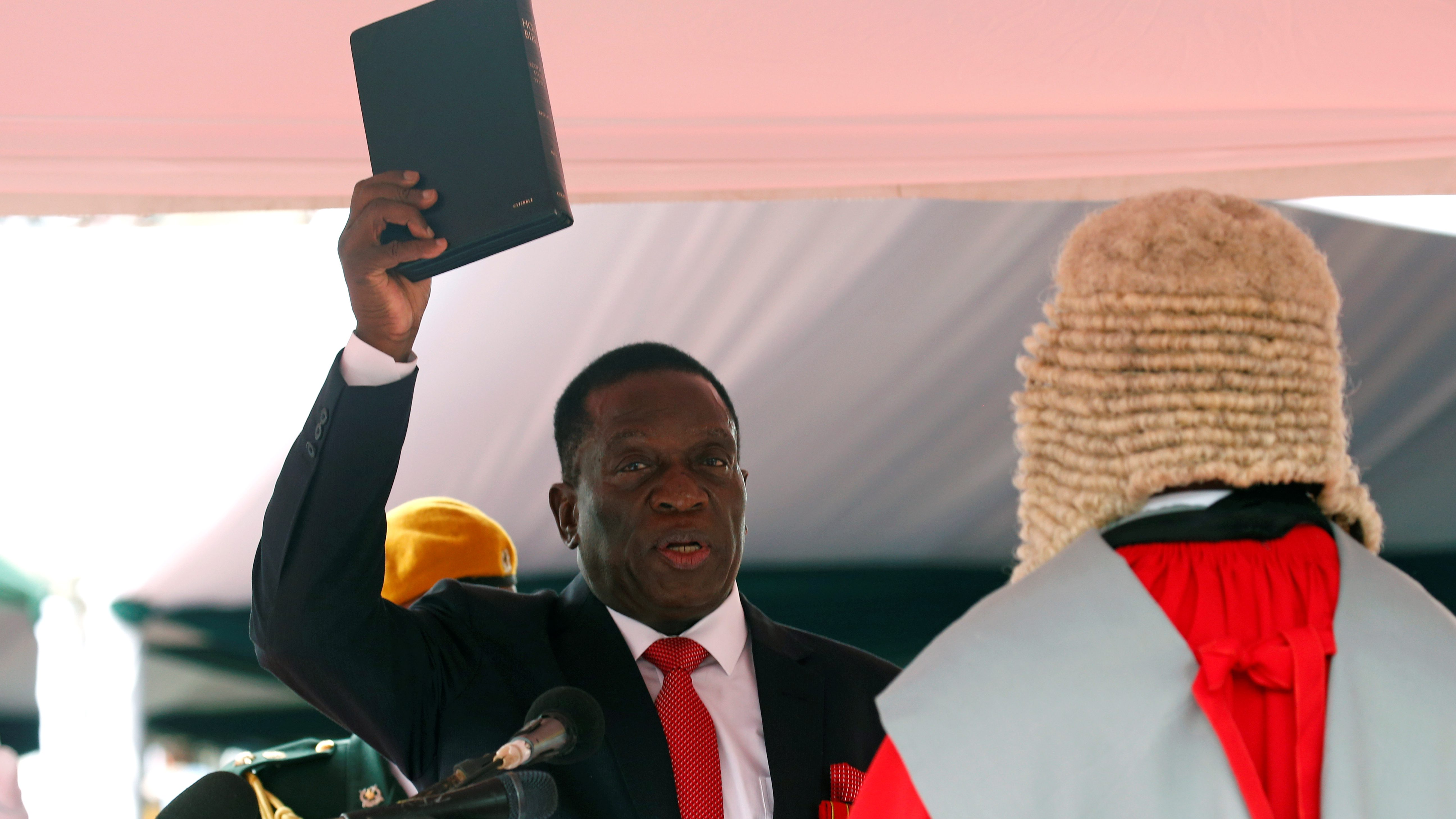 Emmerson Mnangagwa is sworn in as Zimbabwe's president in Harare, Zimbabwe, November 24, 2017. REUTERS/Mike Hutchings - RC1CE594BE80