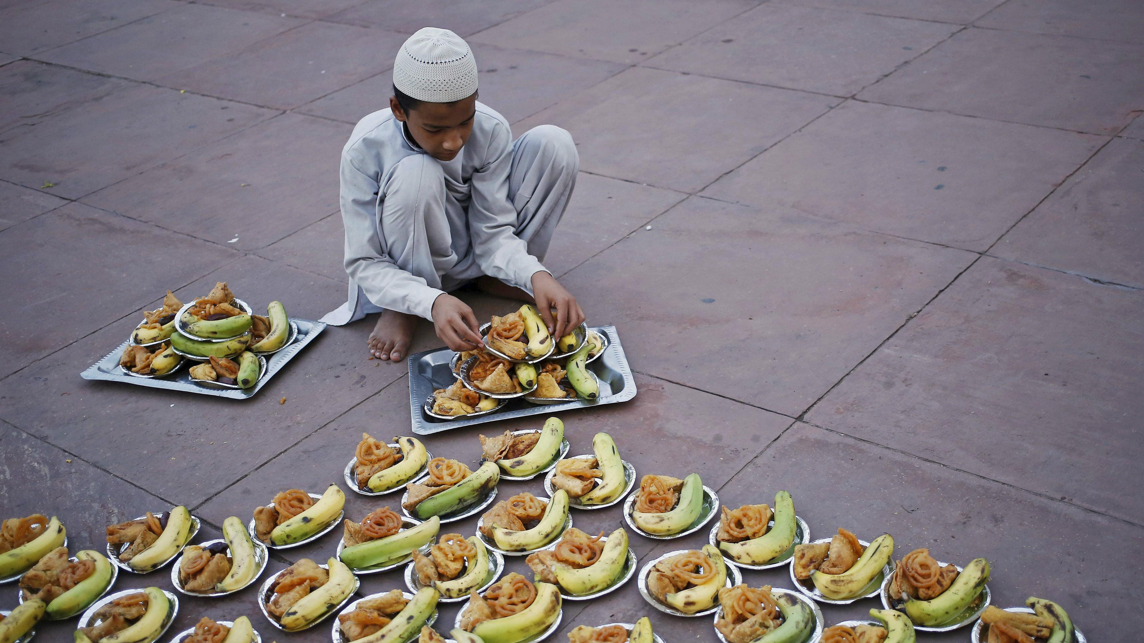 Squatting to prepare Iftar