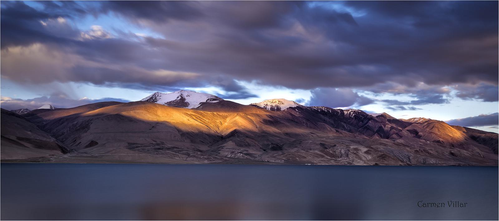 Lago Tsomo- Riri, Ladakh, Himalaya by Carmen Villar