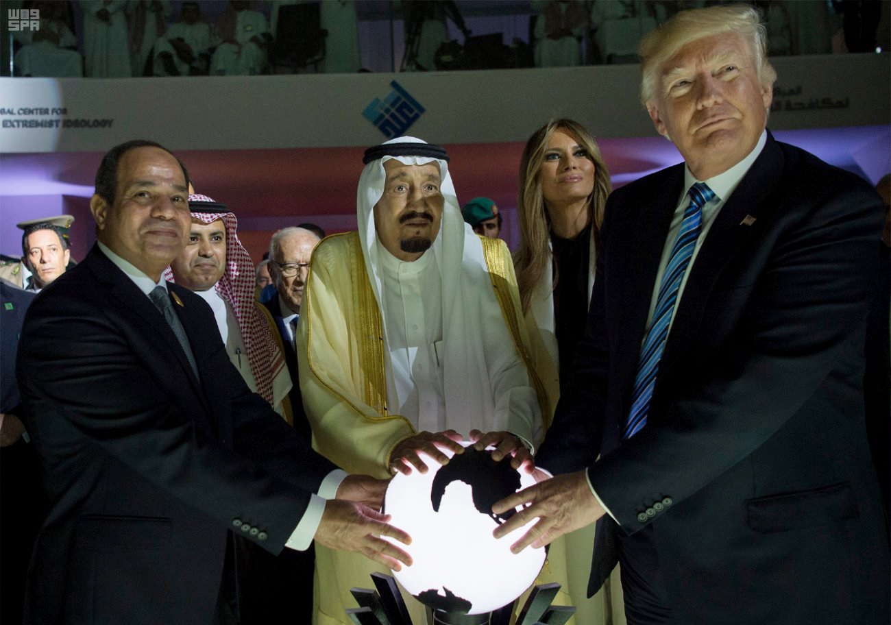 Egyptian President Al-Sissi (L), Saudi King Salman (center), and Trump golden orb