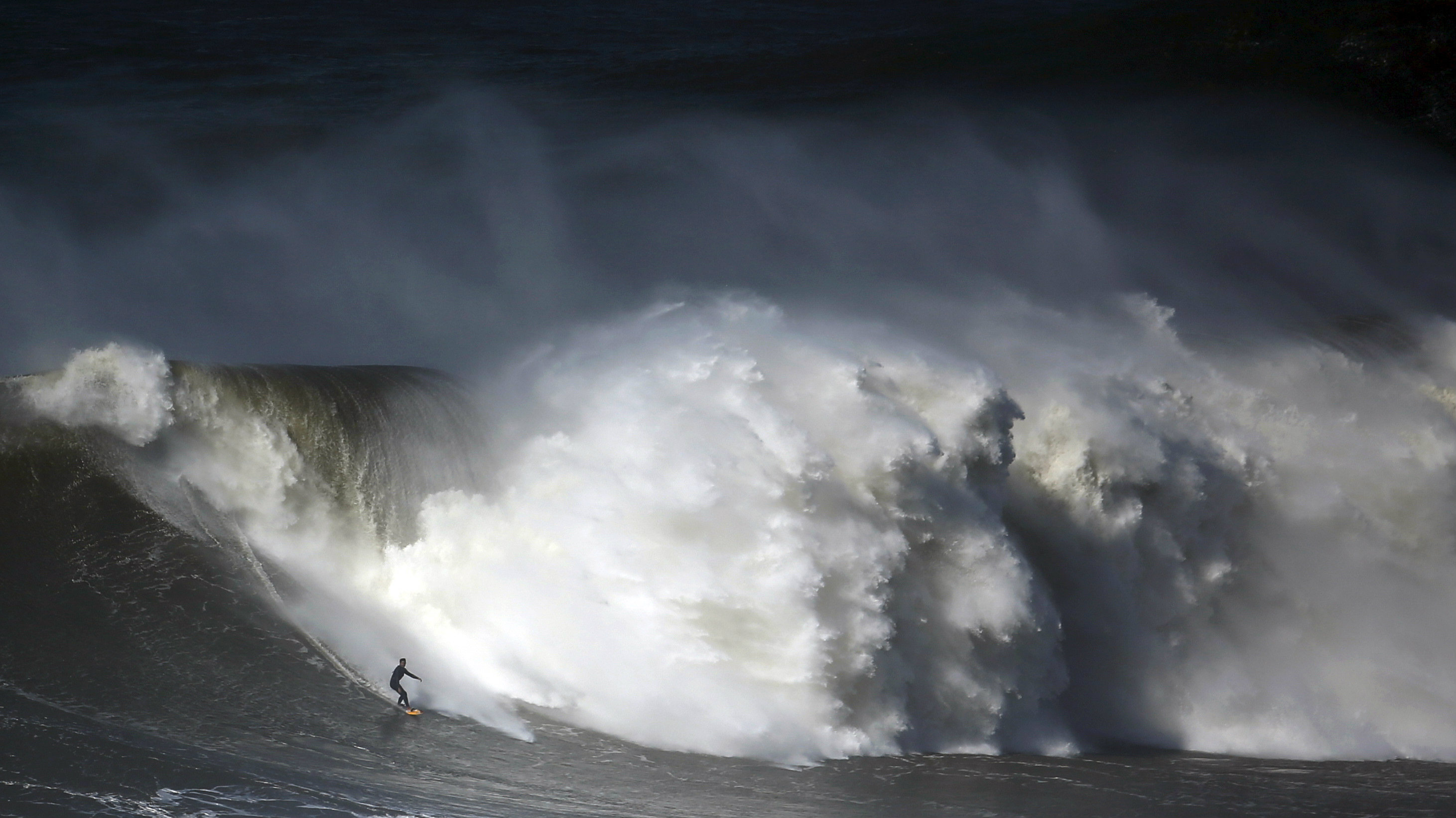 A Big Wave Surfers Guide To Taking Calculated Risks Quartz
