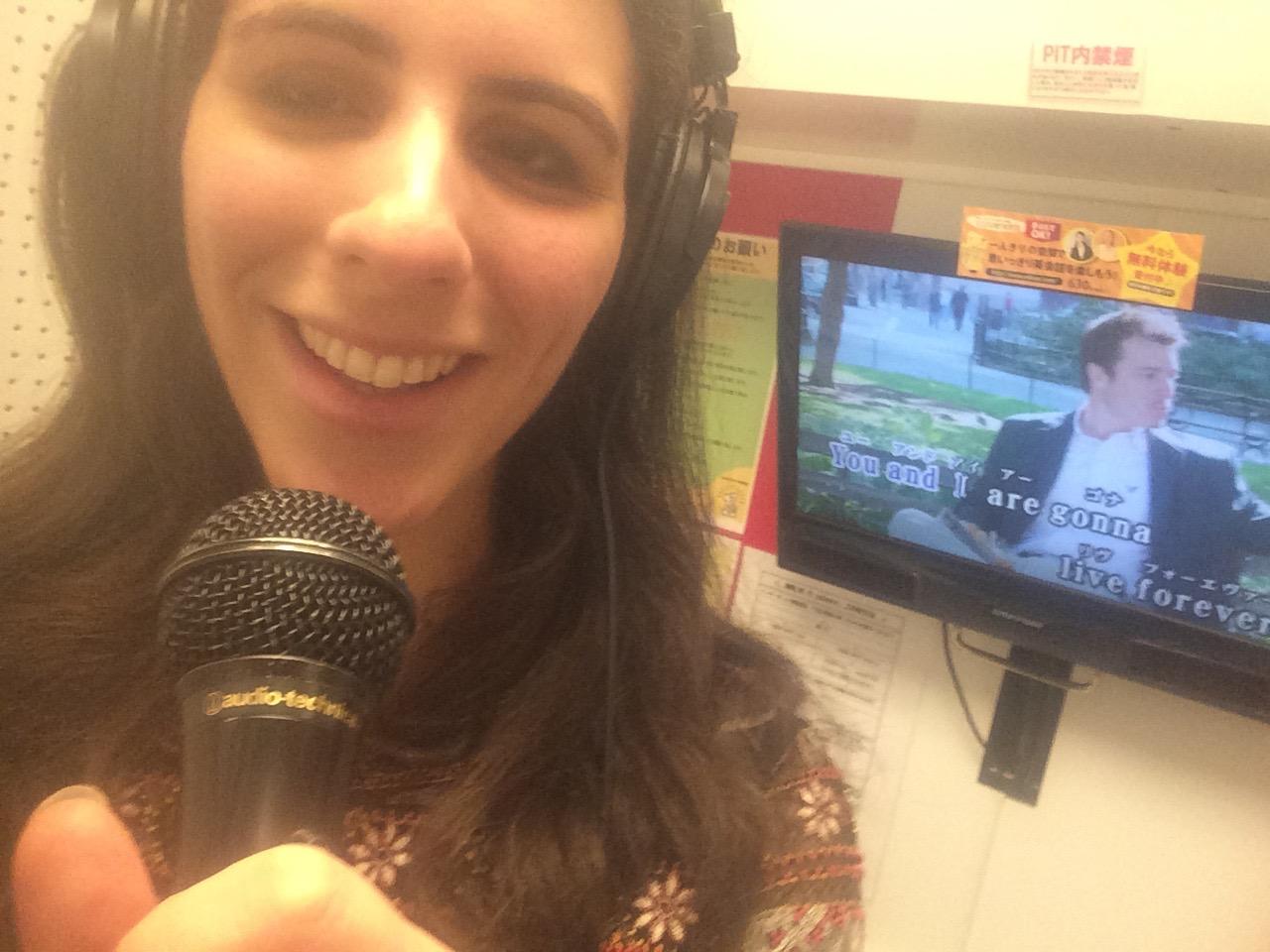Solo karaoke, popular in Japan, is good for you — Quartzy