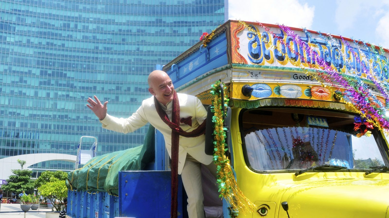 Jeff Bezos, founder and CEO of Amazon, poses as he stands on a supply truck during a photo opportunity at the premises of a shopping mall in the southern Indian city of Bangalore September 28, 2014. REUTERS/Abhishek N. Chinnappa (INDIA - Tags: BUSINESS) - GM1EA9S1K3201