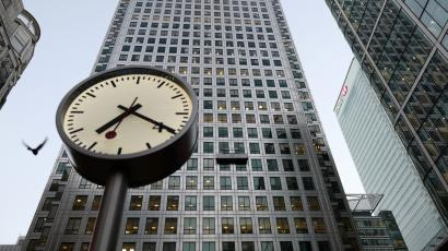 A clock in Canary Wharf at 7:20