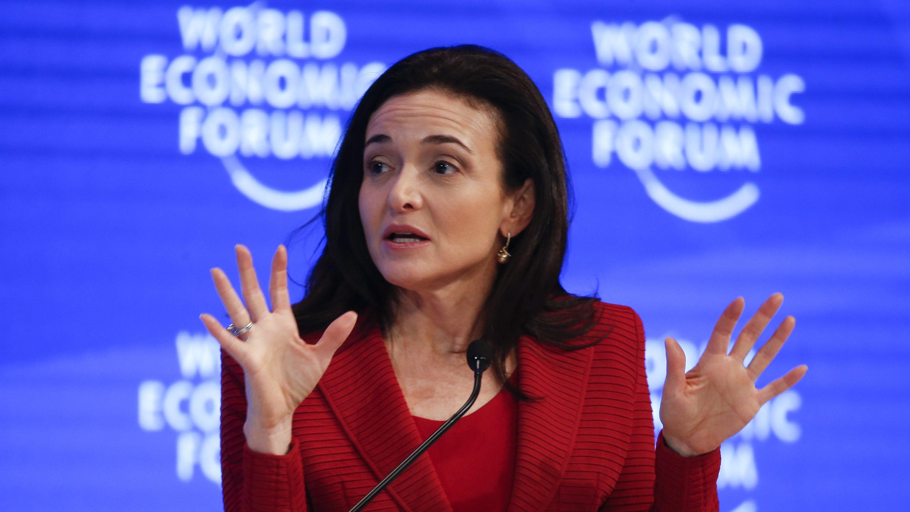 Sheryl Sandberg, Chief Operating Officer and Member of the Board, attends the annual meeting of the World Economic Forum (WEF) in Davos, Switzerland, January 18, 2017. REUTERS/Ruben Sprich - LR1ED1I13ON7Q