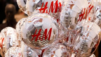Balloons with the logo of Swedish fashion retailer Hennes & Mauritz (H&M) are pictured at its newly opened store in central Moscow, Russia, May 27, 2017. REUTERS/Maxim Shemetov - RC157D450940