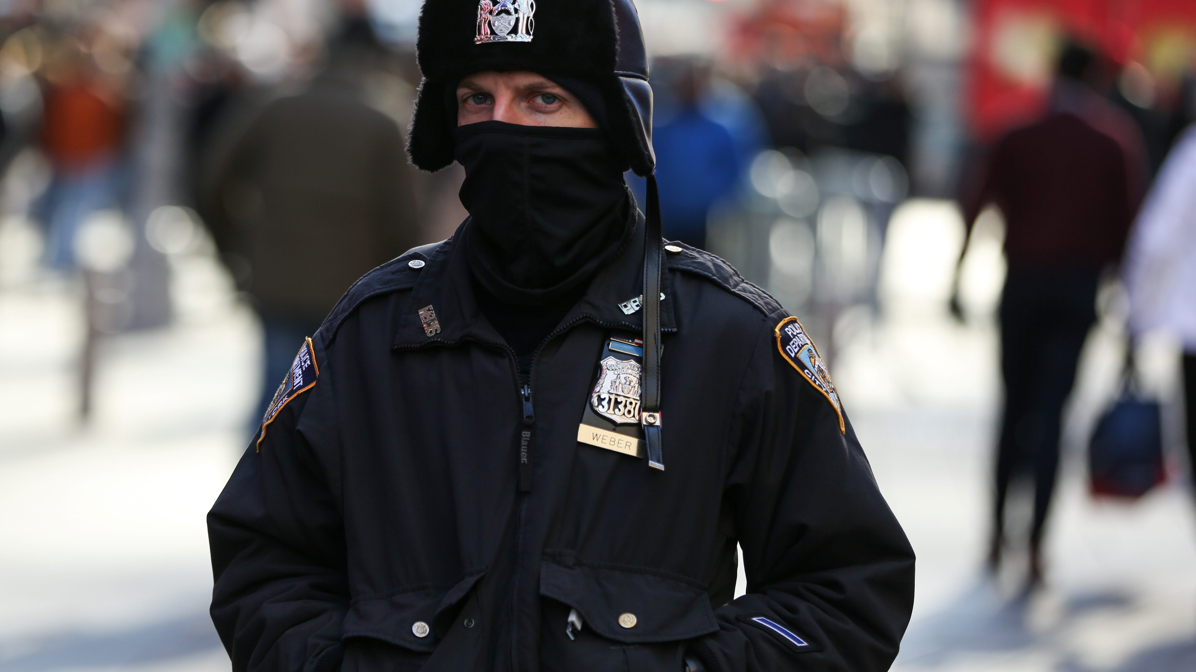 A New York Police Department (NYPD) officer bundles up against the cold temperature as he walks in Times Square in Manhattan, New York, U.S., December 28, 2017. - RC19A6882EE0