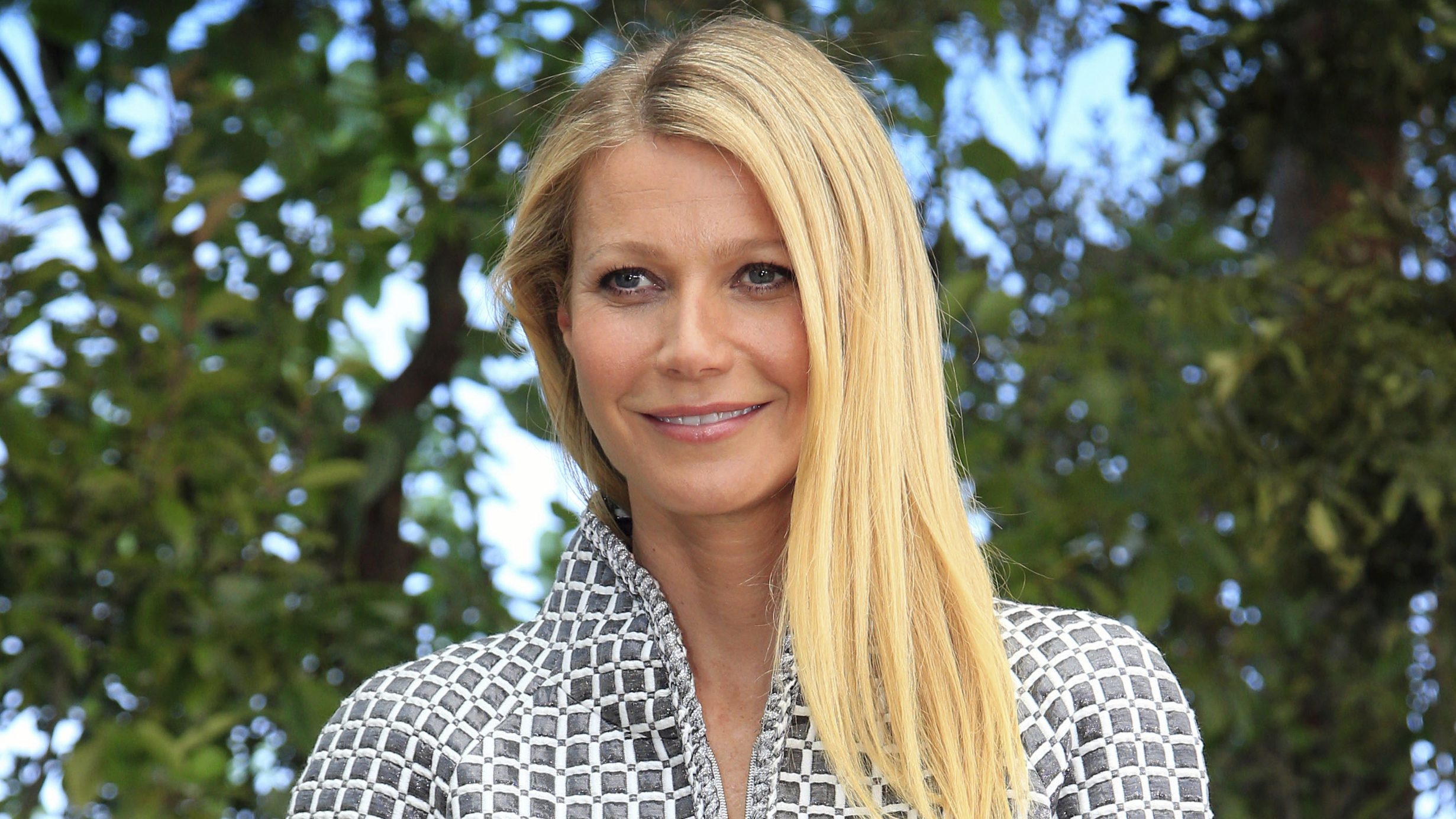 Gwyneth Paltrow's Latest Beauty Obsession Involves Getting Stung byBees