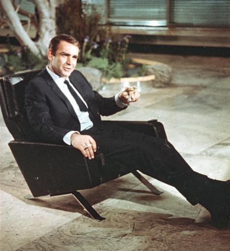 """Actor Sean Connery is shown during filming the James Bond movie """"You Only Live Twice,"""" on location in Tokyo, Japan, July 29, 1966. (AP Photo)"""