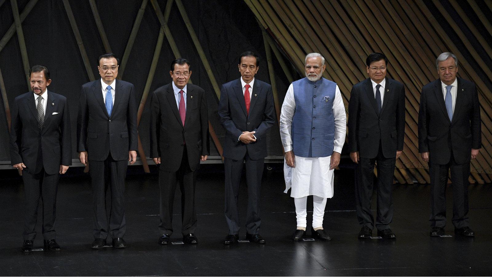 From left: Brunei Sulatan Hassanal Bolkiah, Chinese premier Li Keqiang, Cambodian prime minister Hun Sen, Indonesian president Joko Widodo, Indian prime minister Narendra Modi, Laos prime minister Thongloun Sisoulith, and United Nations secretary-general Antonio Guterres at the 31st ASEAN Summit in Manila in November 2017.