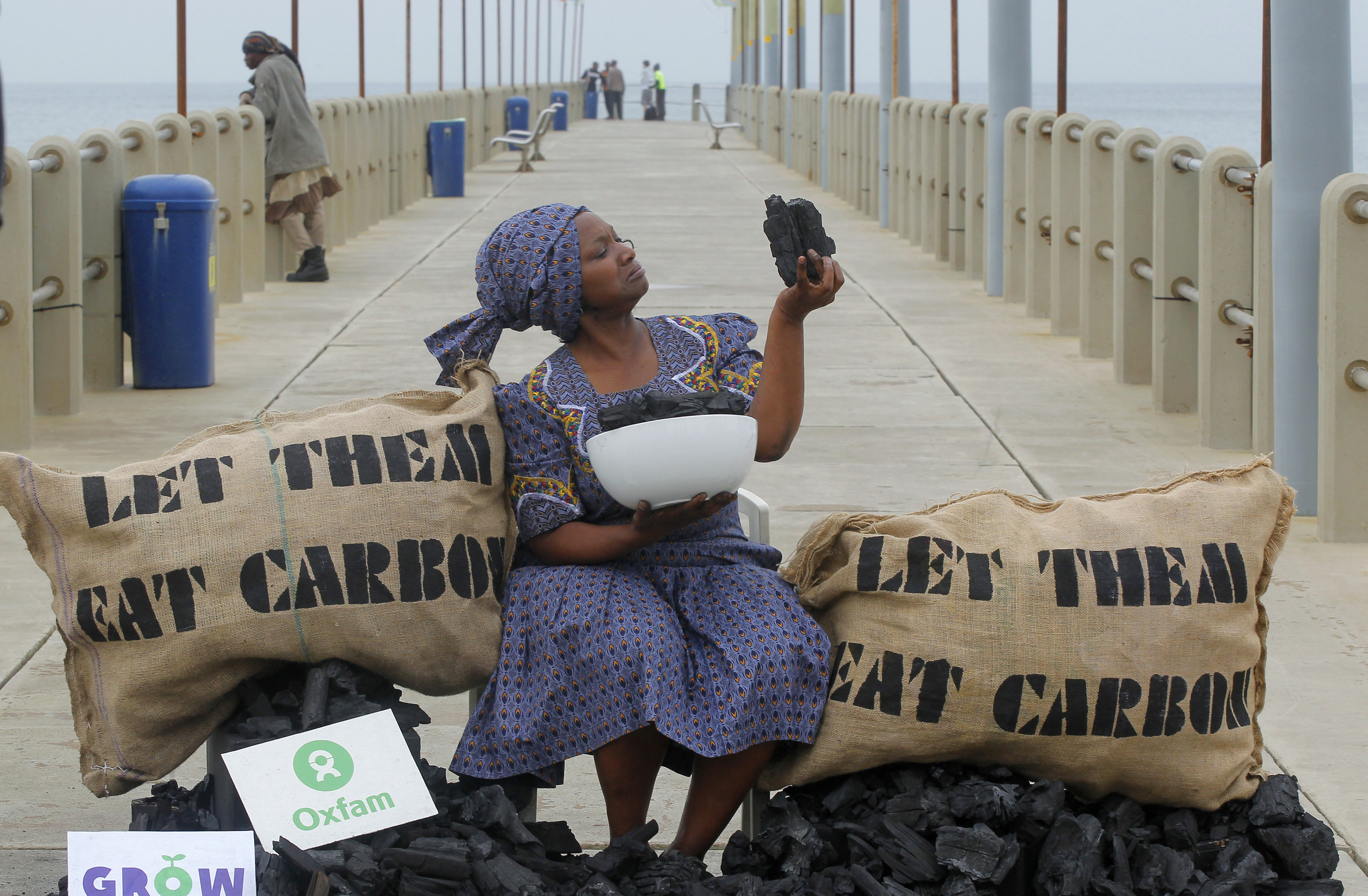 Busi Ndlovu, a member of the aid group OXFAM, stages a protest against the use of coal-based energy on Durban's beachfront, December 9, 2011. The city is hosting the United Nations Climate Change Conference (COP17) meeting.  REUTERS/Mike Hutchings (SOUTH AFRICA)CLIMATE-DURBAN - Tags: ENVIRONMENT CIVIL UNREST ENERGY) - GM1E7C91E1F01