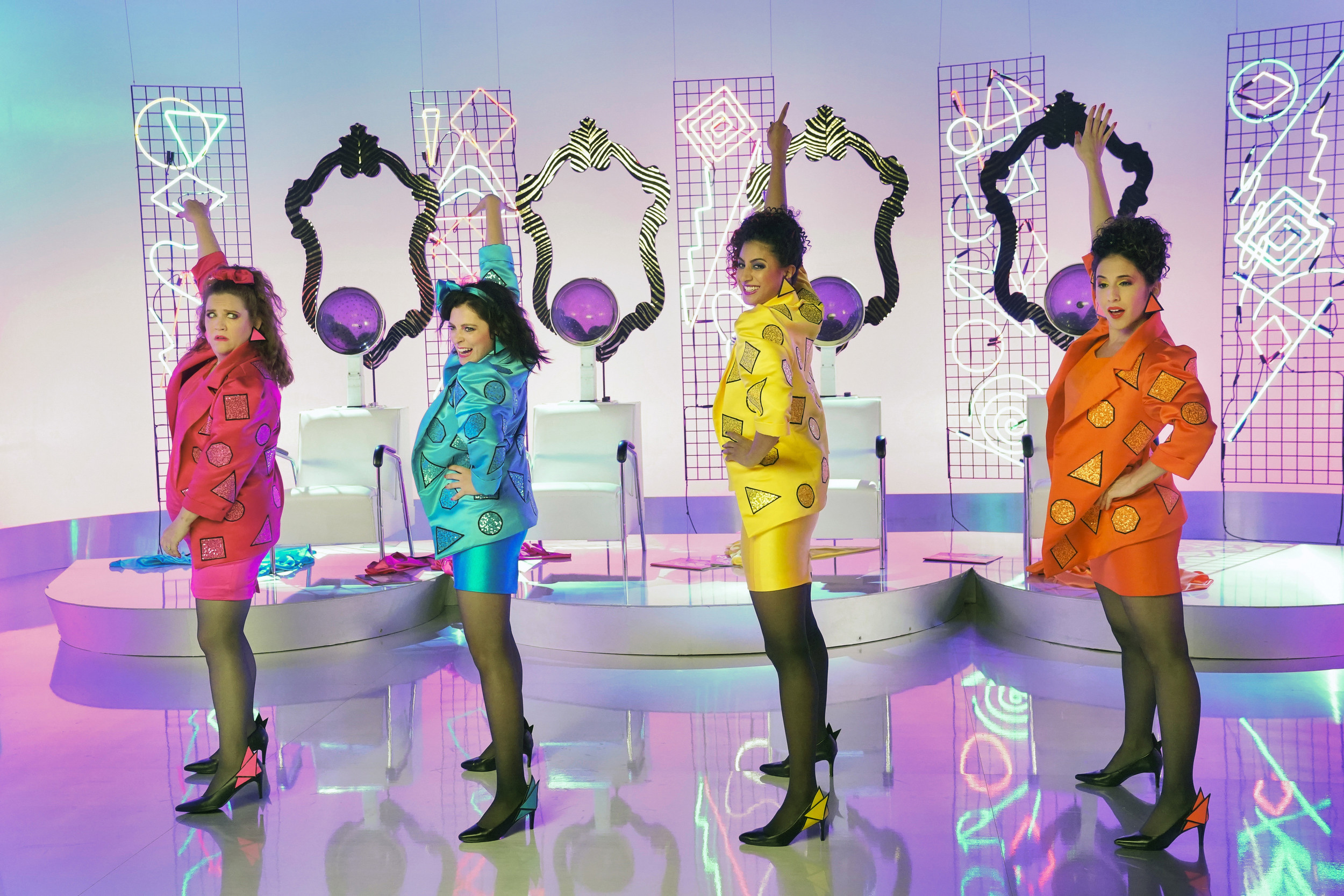 """Crazy Ex-Girlfriend cast perform '80s-inspired """"Let's Generalize About Men"""""""