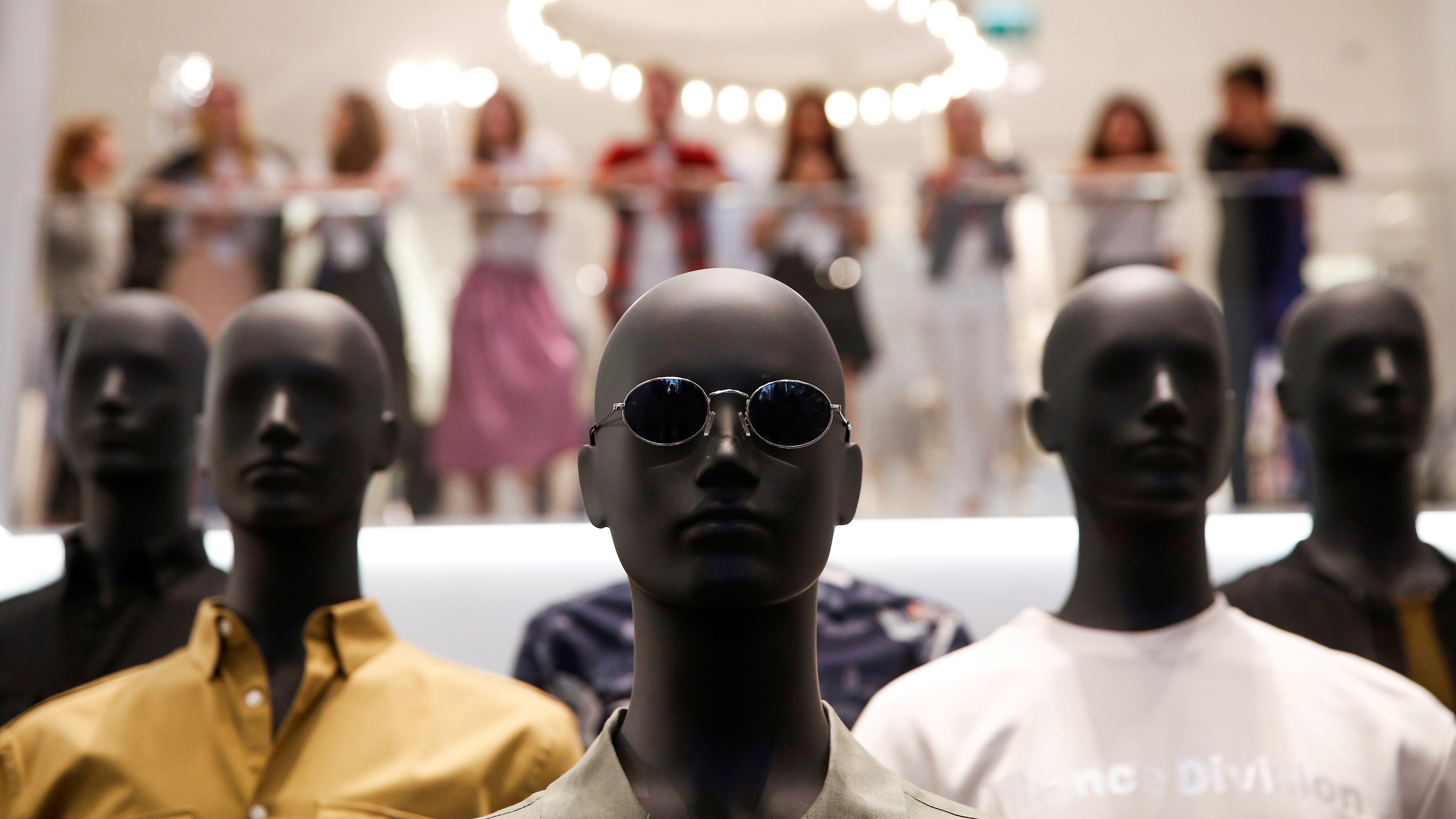 Mannequins are seen at the Swedish fashion retailer Hennes & Mauritz (H&M) store on its opening day in central Moscow, Russia, May 27, 2017. REUTERS/Maxim Shemetov - RC1C3738F7A0