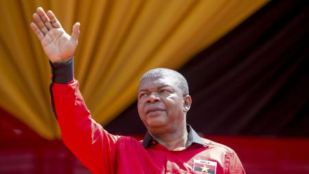 Joao Lourenco, MPLA candidate to the presidential elections waves to supporters, during a campaign rally in Viana, Luanda district, Angola, 25 March 2017.
