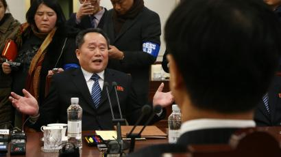North Korea's chief delegate Ri Son-gwon (L) talks with South Korean Unification Minister and chief delegate Cho Myoung-gyon (R) during their meeting in the truce village of Panmunjom, North Korea, 09 January 2018. The meeting is meant to discuss Pyongyang's possible participation in the PyeongChang Winter Olympics in February and ways to improve their long-stalled ties.