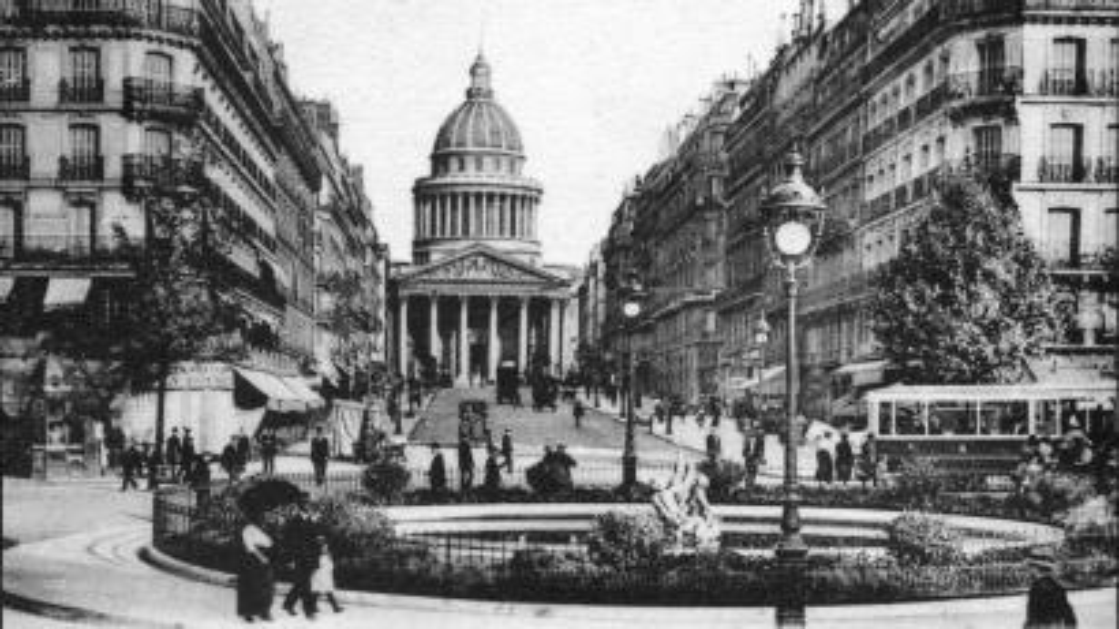 Paris-gentrification-Rue-Soufflot-Pantheon