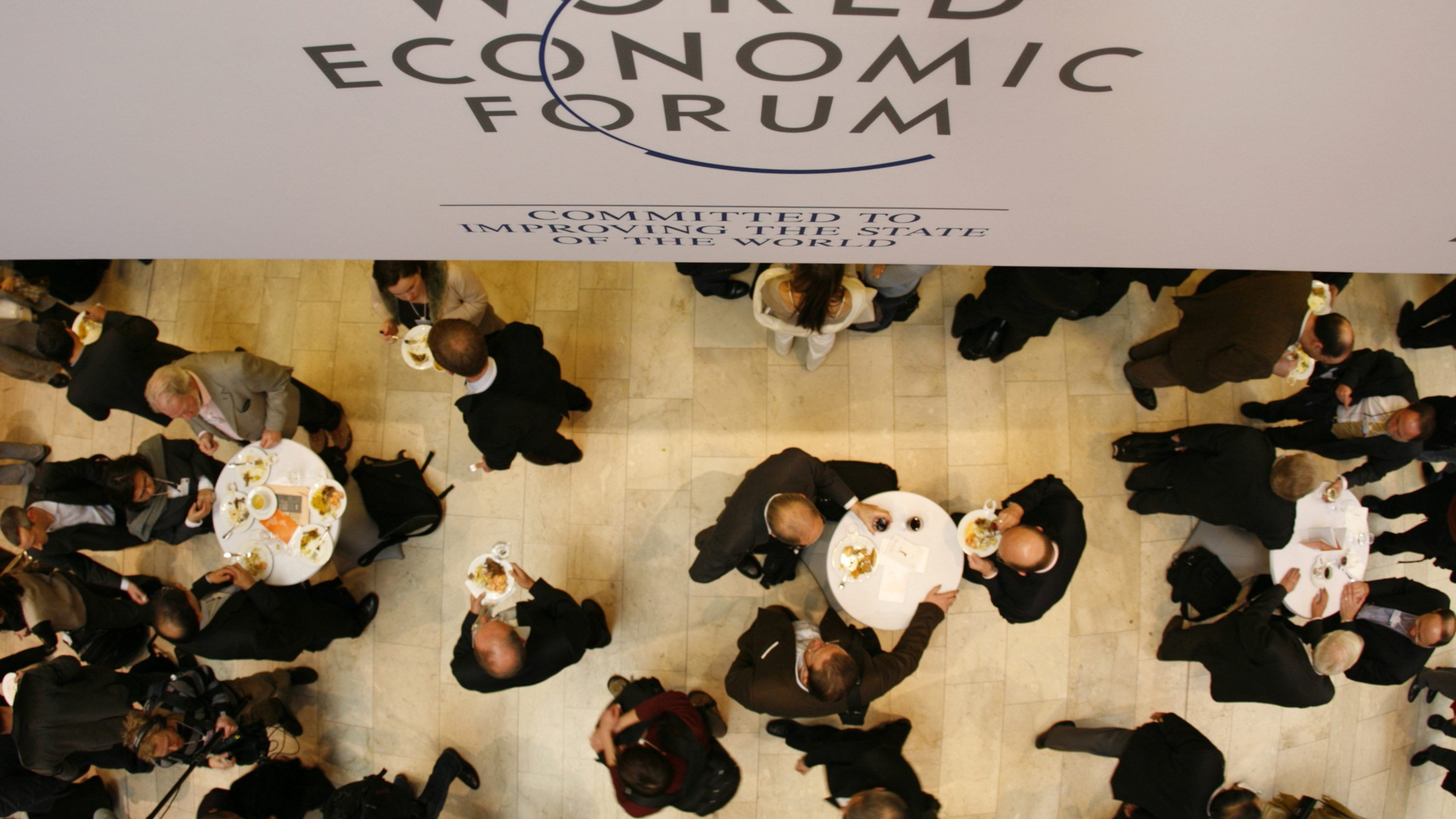 Attendees of the World Economic Forum (WEF) are seen from above in the main hall of the congress centre in the Swiss Alpine resort town of Davos January 23, 2008. This year's annual meeting of some 2,500 political, business and cultural leaders will address the forum's overall theme 'The Power of Collaborative Innovation'.        (SWITZERLAND) - GM1DXCIZBPAA