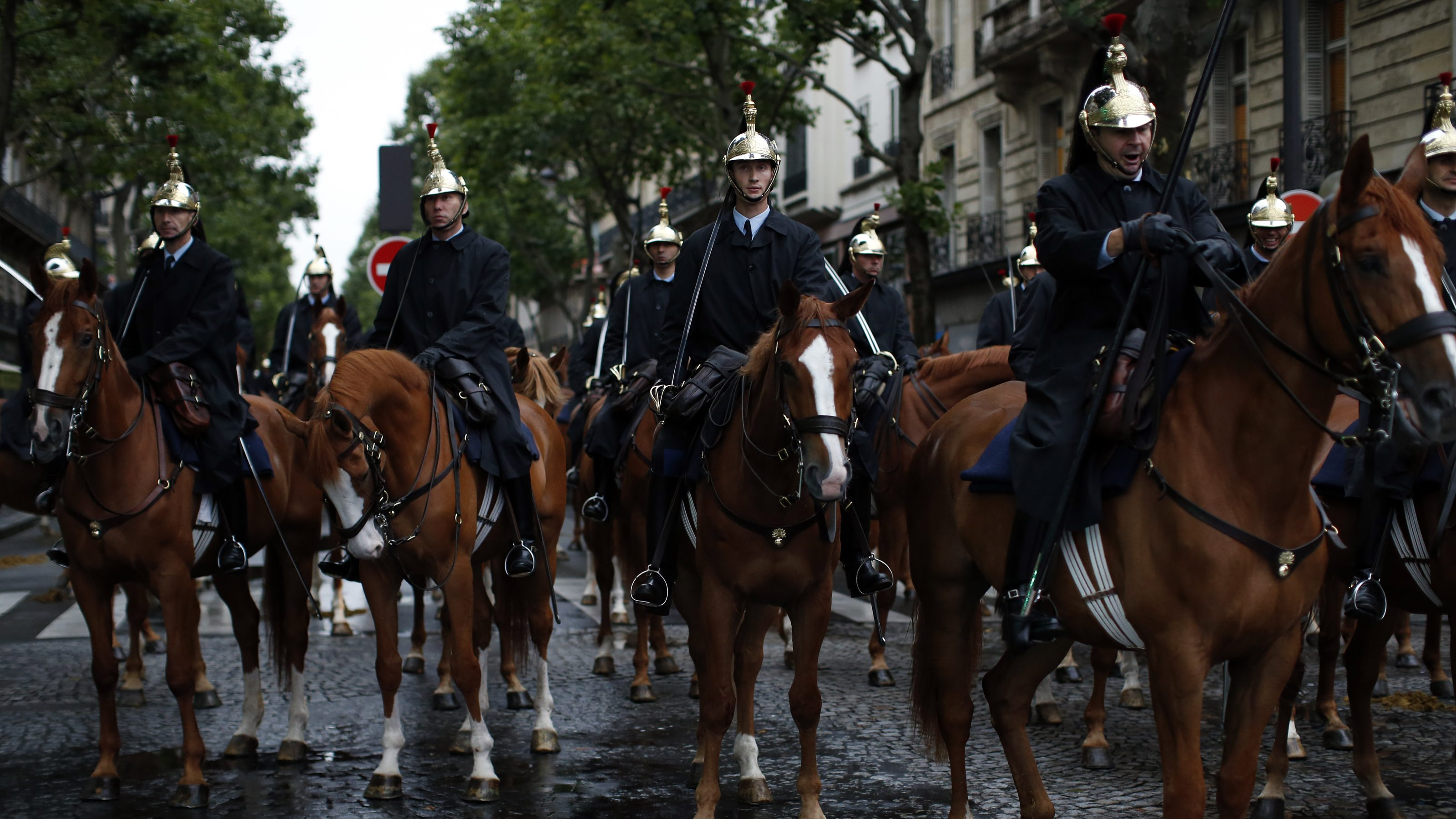 France's mounted Republican guards rest near the Champs Elysees avenue before a rehearsal of the Bastille day parade in Paris, July 10, 2014.