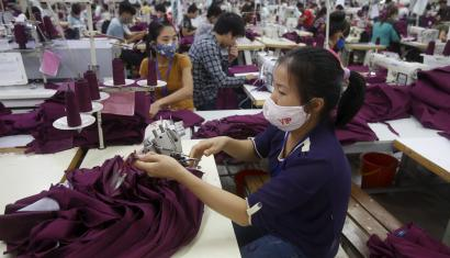 Labourers work at a garment factory in Bac Giang province, near Hanoi October 21, 2015. Vietnam's textiles and footwear would gain strongly from the TPP, after exports of $31 billion last year for brands such as Nike, Adidas, H&M, Gap, Zara, Armani and Lacoste. REUTERS/Kham - GF20000026252