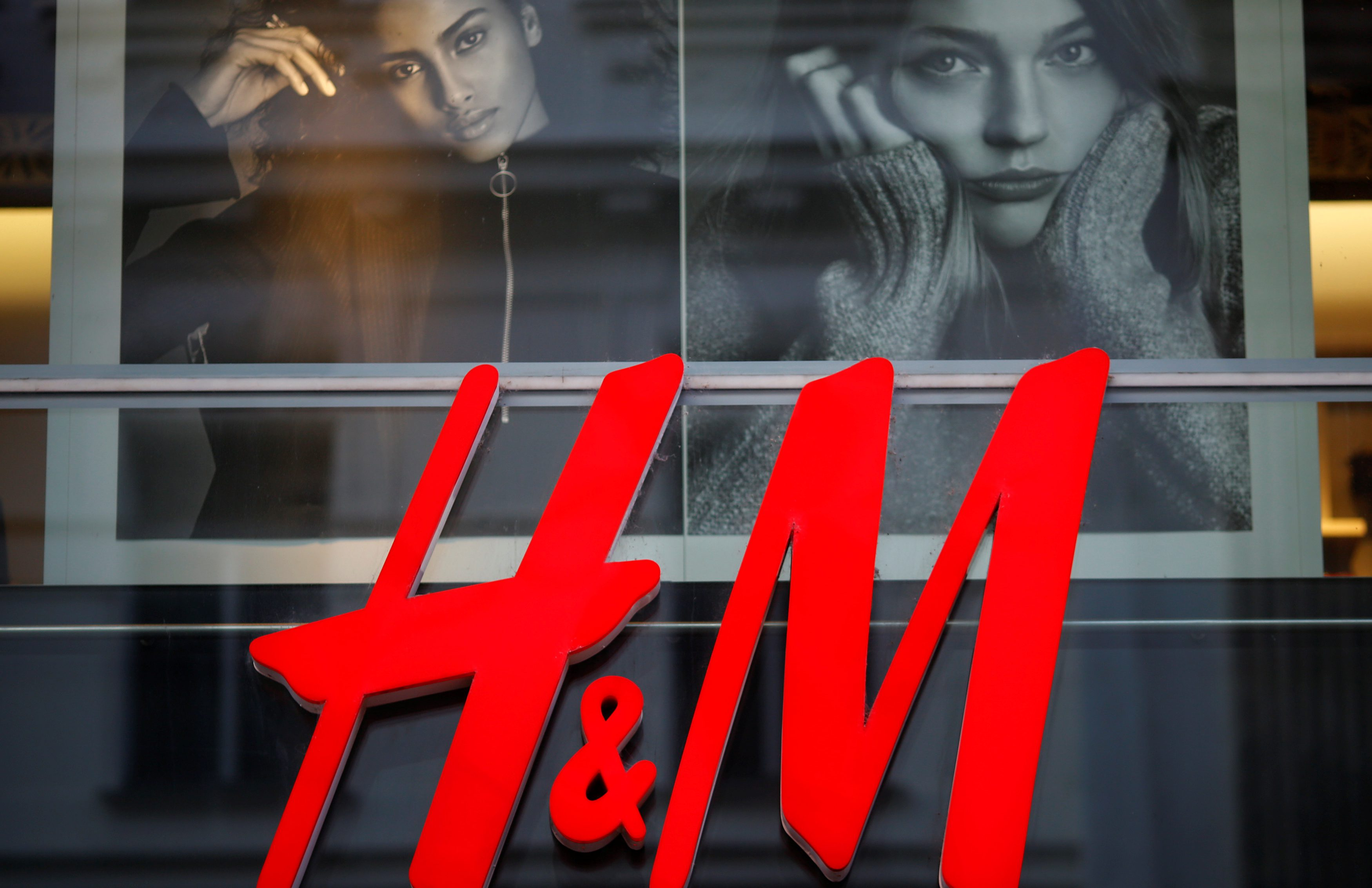 The logo of Swedish fashion label H&M is seen outside a store in Vienna, Austria, October 1, 2016.    REUTERS/Leonhard Foeger - D1AEUFJYNGAA
