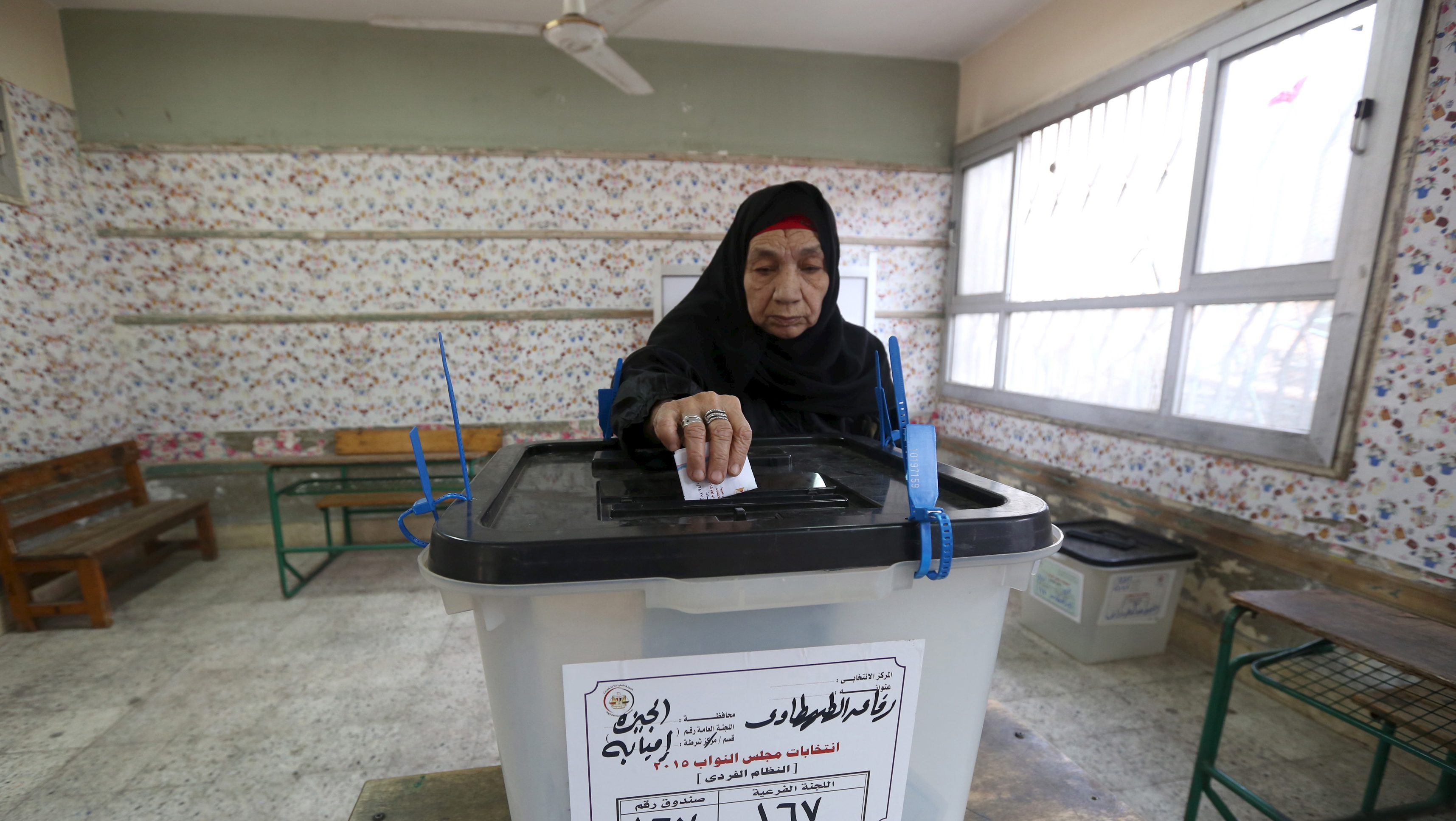 A woman casts her vote at a polling station during the run-off to the first round of parliamentary election in Imbaba, Giza governorate, Egypt, October 27, 2015. Egyptians voted on Tuesday in run-off elections for more than 200 parliamentary seats in which no clear winner emerged in the first round of polls, with candidates loyal to President Abdel Fattah al-Sisi widely expected to dominate.