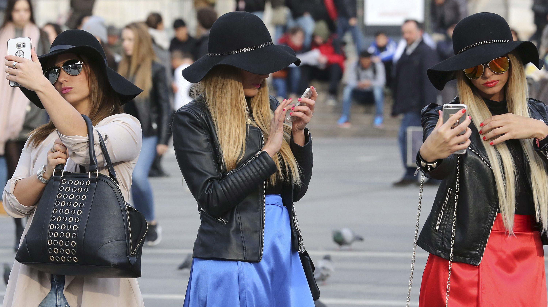 Women take selfies in Rome