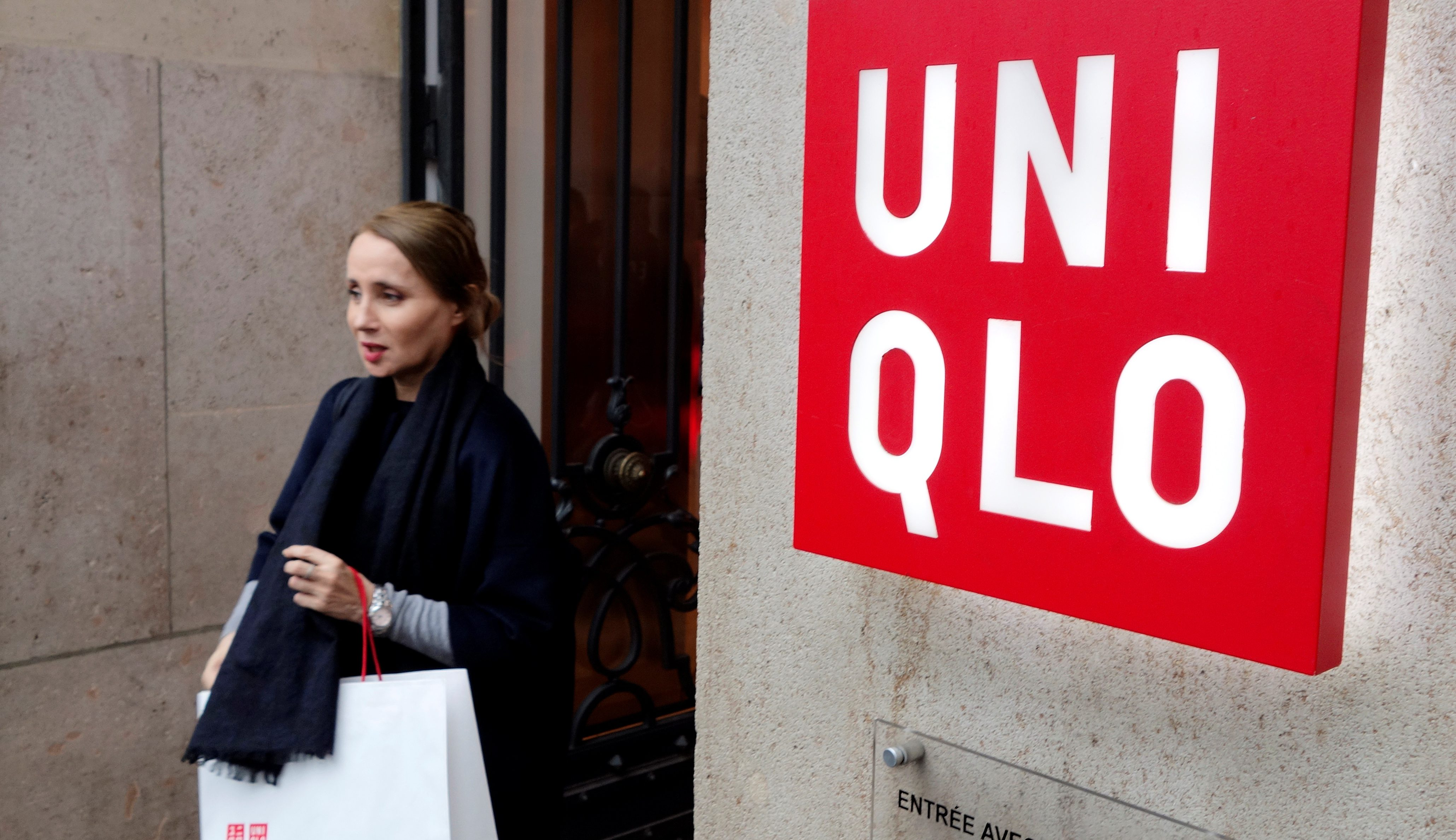 A customer leaves the casual clothing store Uniqlo operated by Japan's Fast Retailing in Paris, France October 24, 2016.  REUTERS/Charles Platiau  - D1BEUKDBFAAB