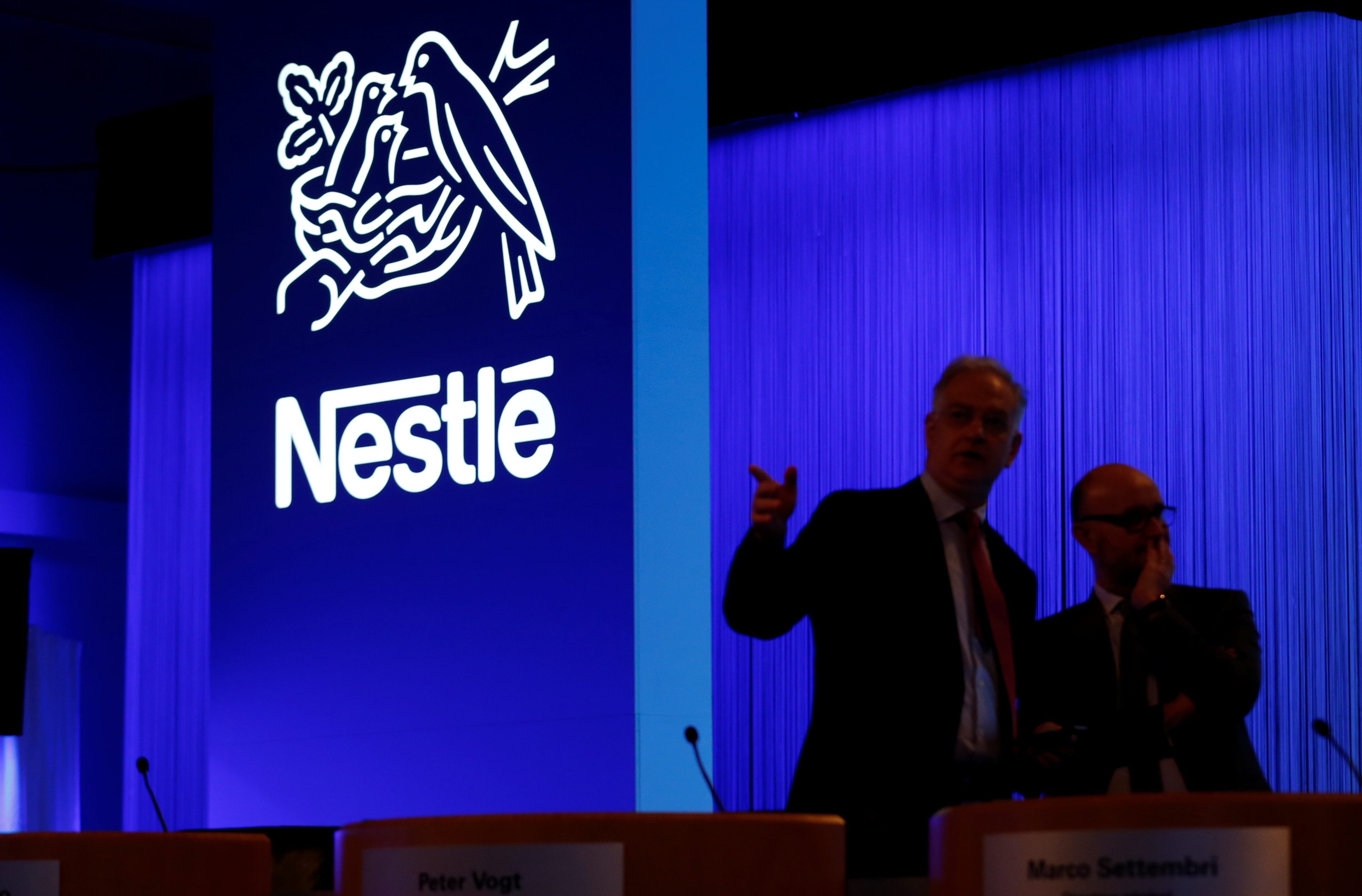 Nestle managers arrive before the shareholders meeting in Lausanne, Switzerland, April 6, 2017. REUTERS/Denis Balibouse - RC17C52BD620