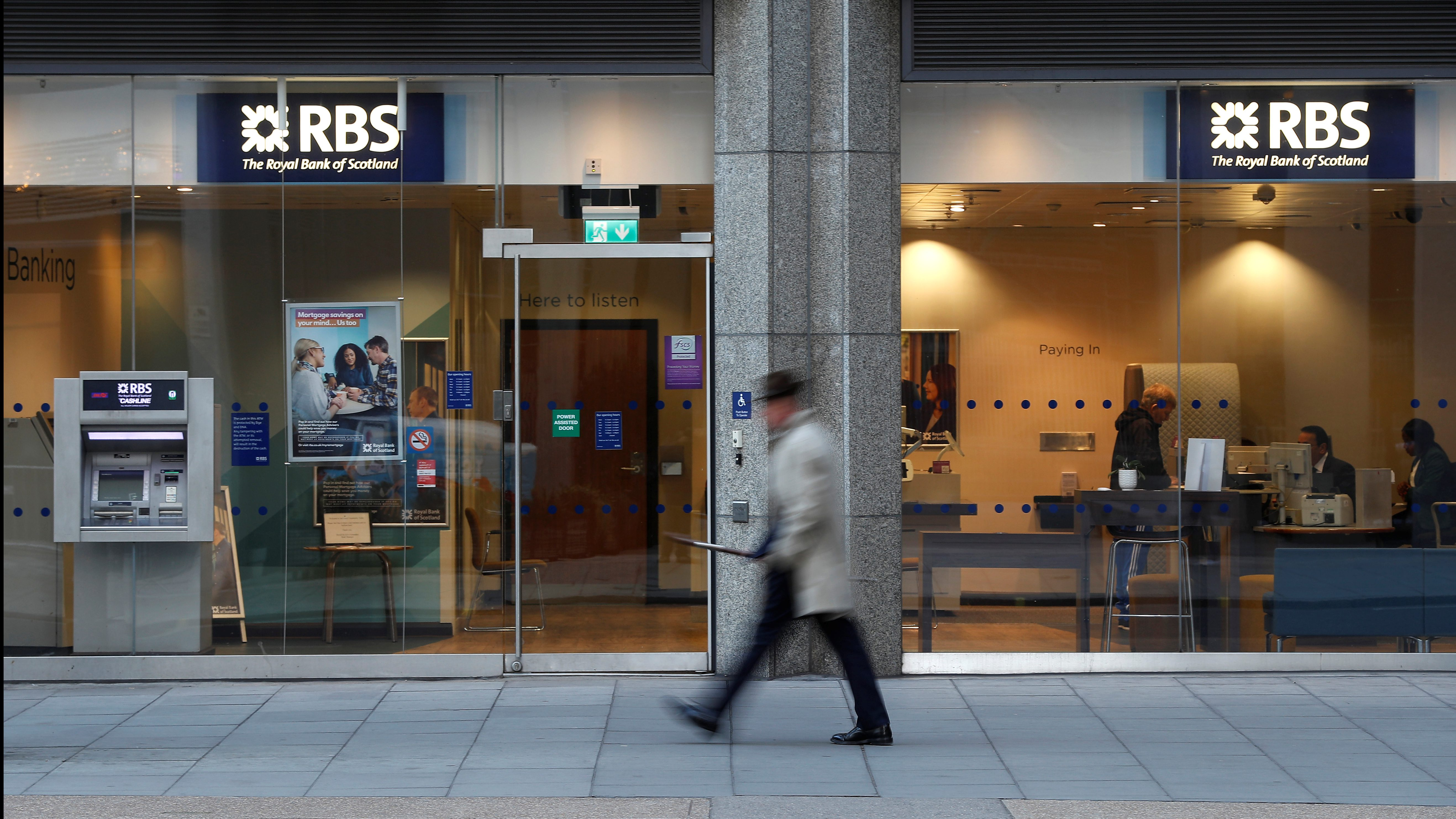 A man walks past a branch of the Royal Bank of Scotland in London, Britain December 1, 2017.  REUTERS/Peter Nicholls - RC1EF00B3480