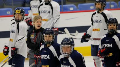 Sarah Murray, head coach of the South Korean women's ice hockey team, leads practice in Hamden, Connecticut, U.S., December 27, 2017. Picture taken December 27, 2017.