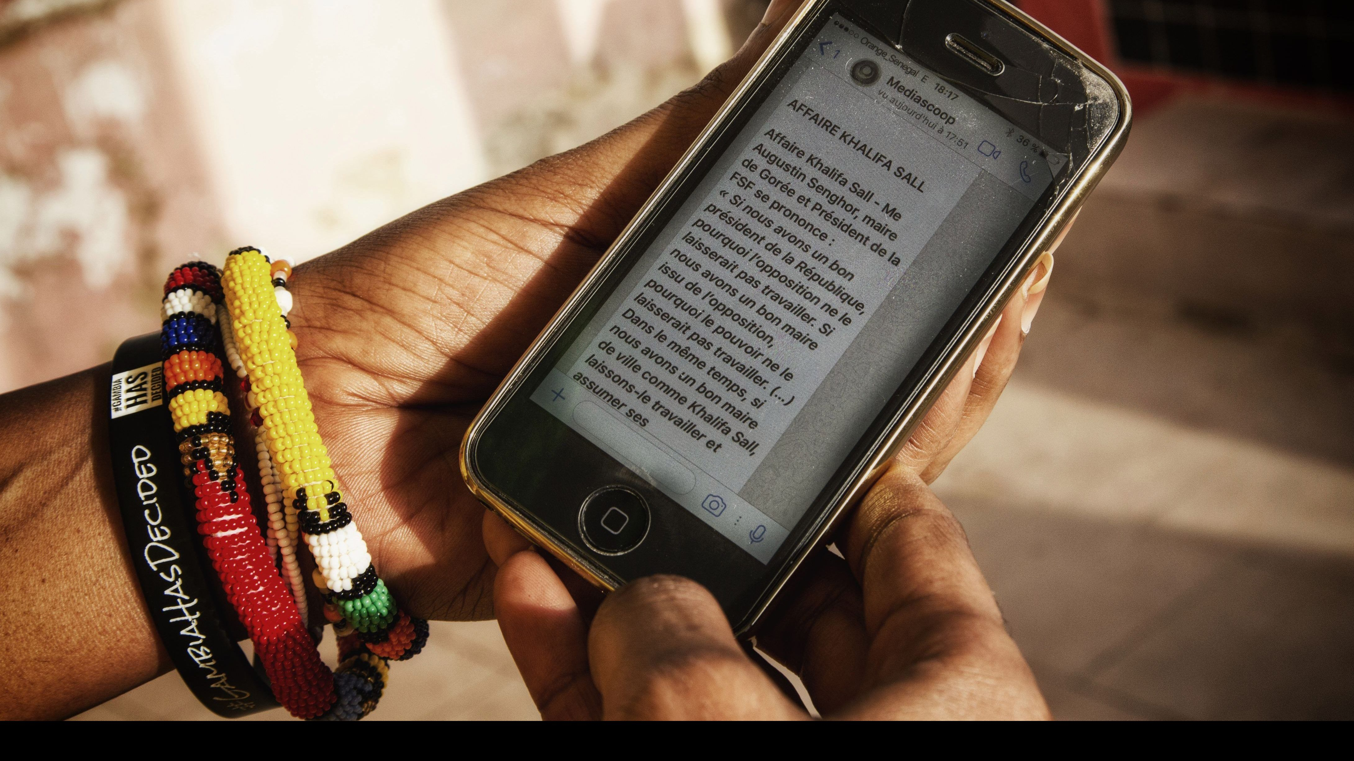 On the mobile of Aisha Dabo, a text of the new media project Africactivists, Mediascoop, transmitted via WhatsApp