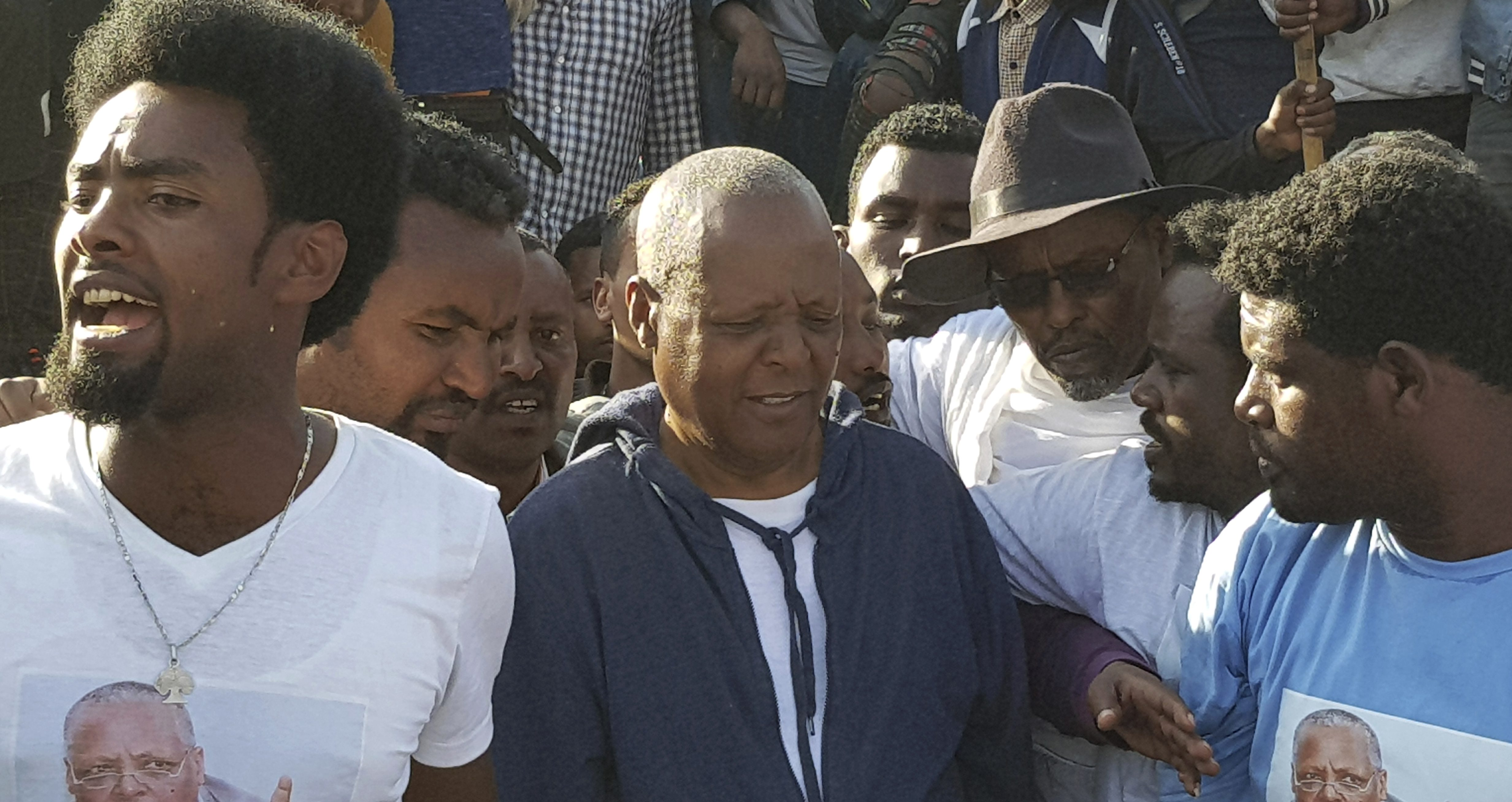 """Opposition leader Merara Gudina, centre, walks with his supporters after his release, in Burayu, Ethiopia, Wednesday, Jan. 17 2018. Ethiopia's top opposition figure and hundreds of others were released from prison on Wednesday as part of the government's recent pledge to free detained politicians and """"widen the democratic space for all"""" after the worst anti-government protests in a quarter-century. Gudina led the Oromo Federalist Congress party and was arrested a year ago under the country's state of emergency after he returned from Europe, where he had briefed European lawmakers on widespread and sometimes deadly anti-government protests."""