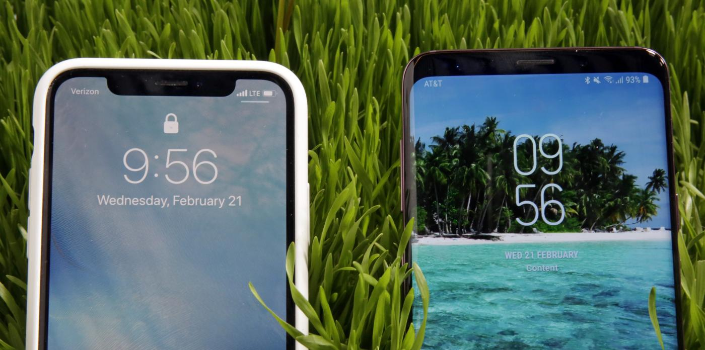Smartphone Lg Xscreen K500 Resmi Indonesia Mwc 2018 Clones Of The Apple Iphone X Are Everywhere Down To Notch In Display Quartz