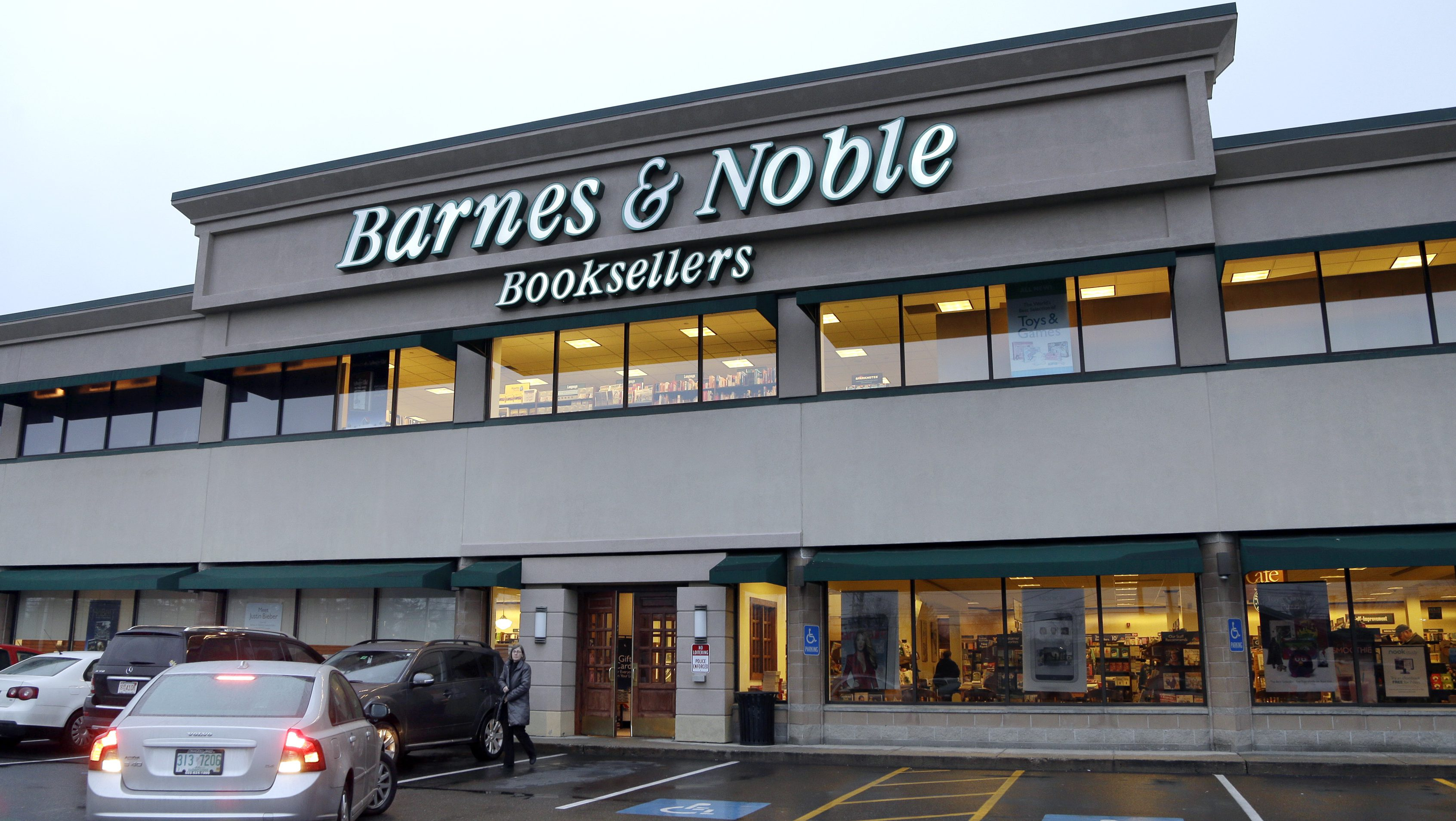 The exterior of a Barnes & Noble bookstore is seen in Salem, N.H., Tuesday, Nov. 27, 2012. Barnes & Noble on Thursday, Nov. 29, 2012, said it turned a profit in its fiscal second-quarter as higher revenue from its Nook e-book and e-bookstore division offset a decline at retail stores. The largest traditional book retailer has been fighting tough competition from online retailers and discount stores by investing heavily in its Nook e-book reader(AP Photo/Elise Amendola)