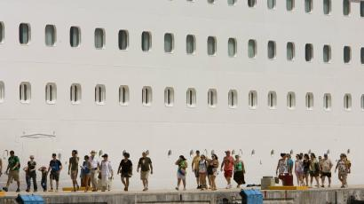 Cruise ship boarding