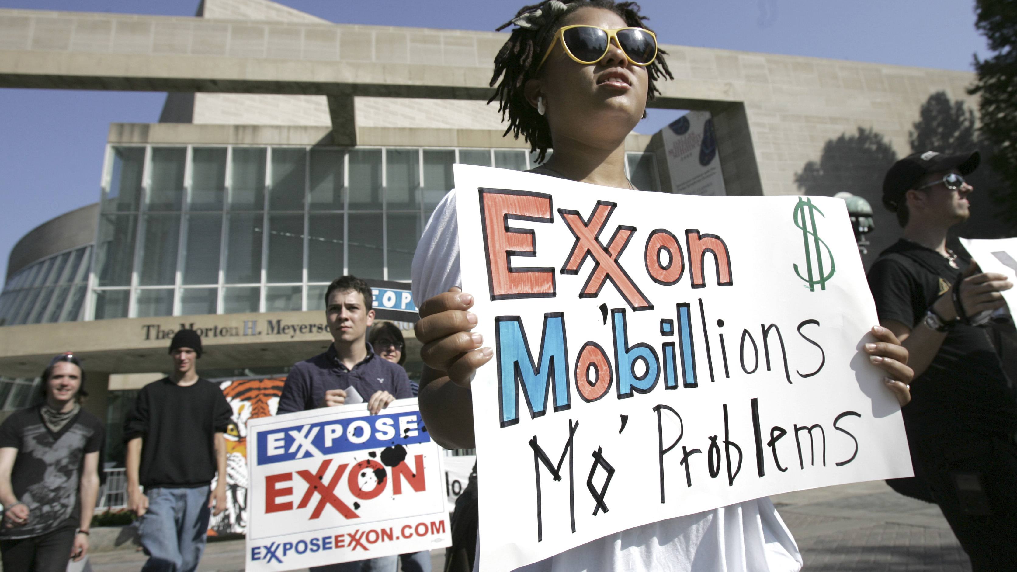 Meg Bell walks across the street from the building where the annual ExxonMobil shareholders meeting is held in Dallas, Wednesday, May 28, 2008.   (AP Photo/LM Otero)