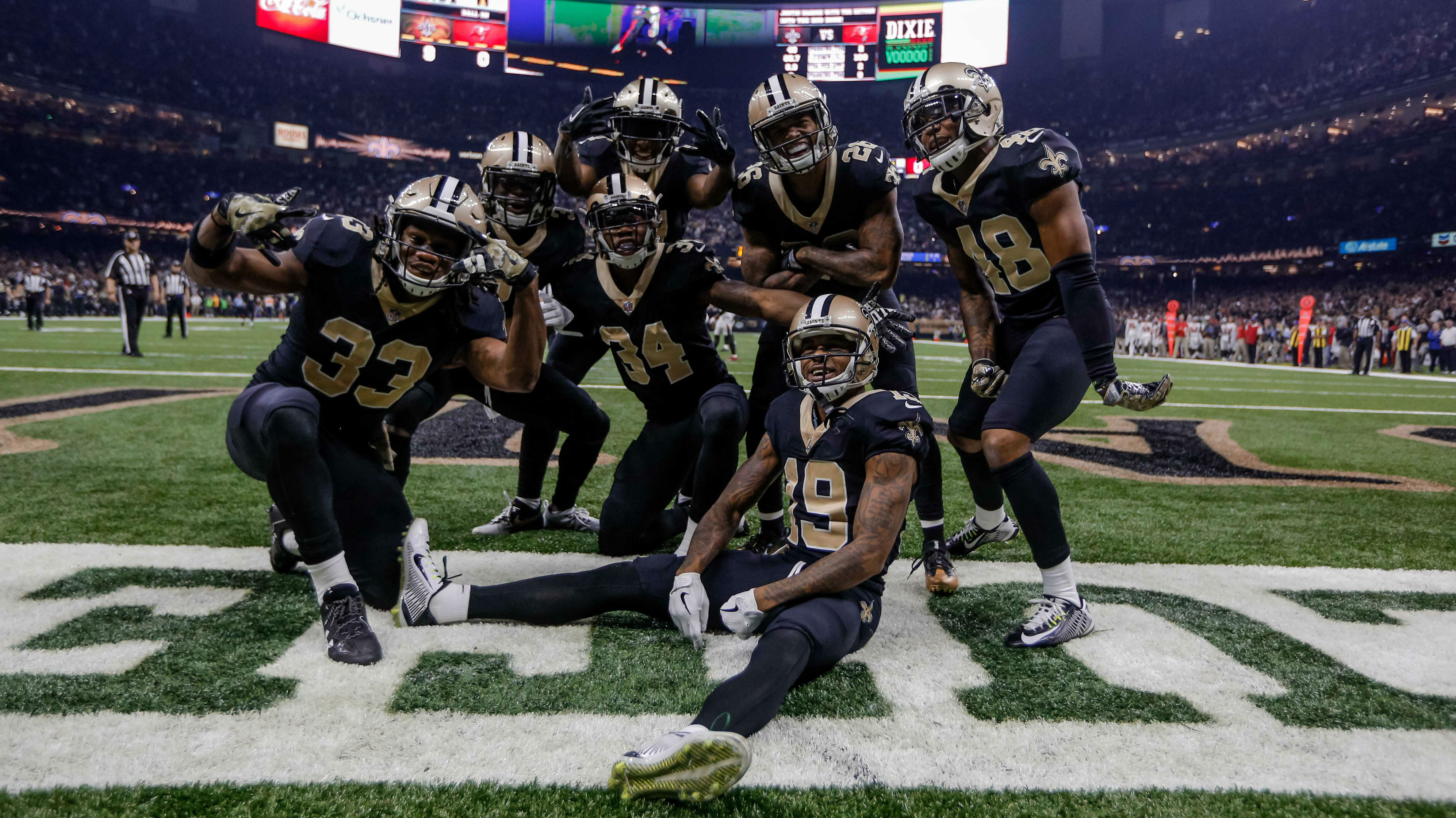 New Orleans, LA, USA; New Orleans Saints Justin Hardee (center) celebrates with special teams teammates posing for a photo in the endzone after a blocked punt for a touchdown against the Tampa Bay Buccaneers during the first quarter of a game at the Mercedes-Benz Superdome.