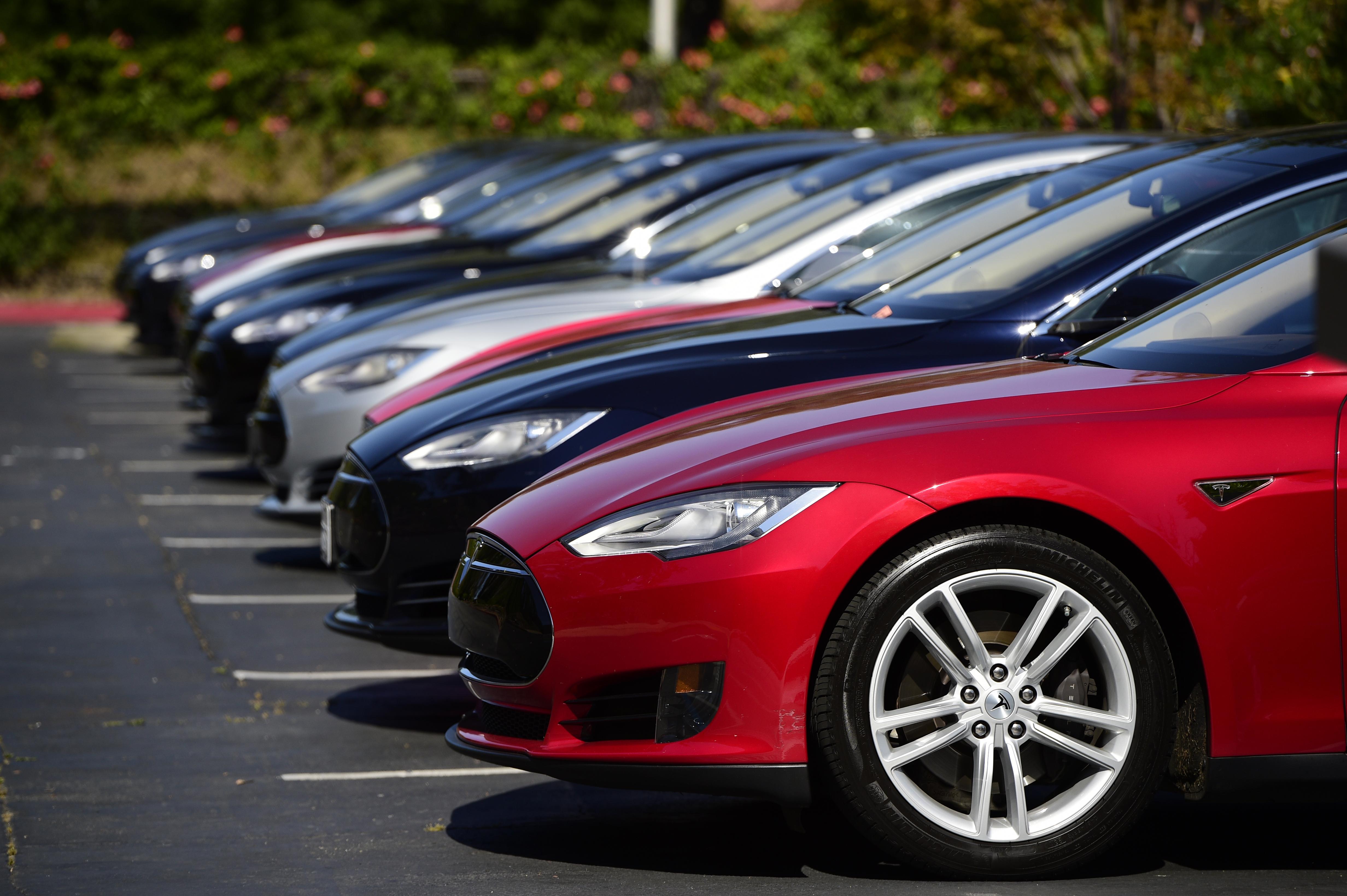 Tesla S Model S Outsold Germany S Flagship Sedans In