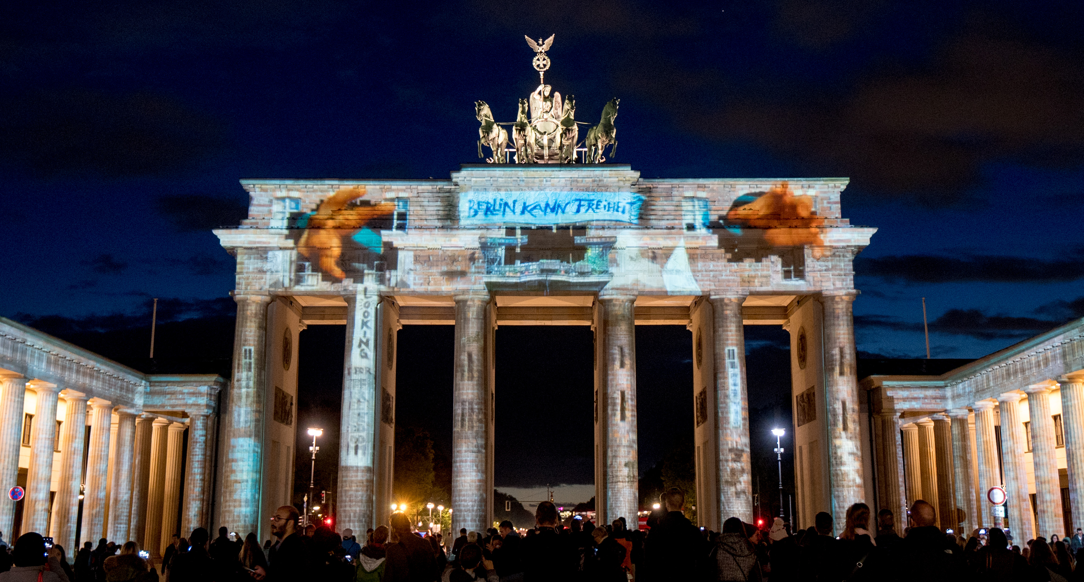 epa06248887 View of the Brandenburg Gate displaying a projection during the illumination festival 'Berlin leuchtet' (lit.: Berlin illuminated), in Berlin, Germany, 06 October 2017. Historic buildings, shopping malls, landmarks and bridges are screened with light installations, laser and 3D projections during the event. The festival takes place from 29 September to 15 October 2017.  EPA-EFE/ALEXANDER BECHER