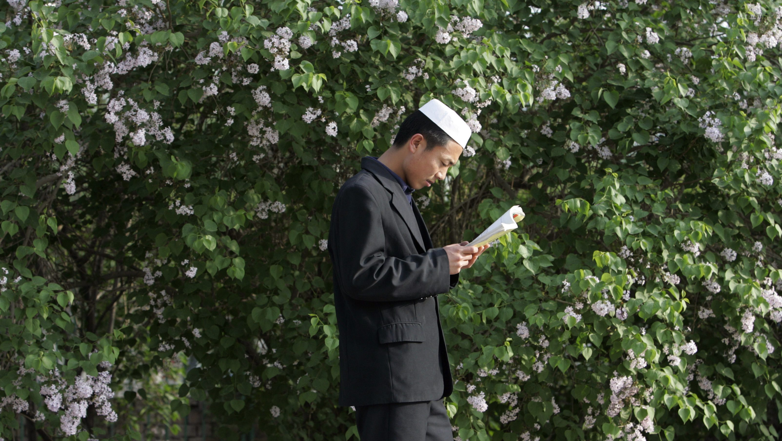 A Muslim student from the Chinese Hui minority studies at Ningxia Islamic College in Yinchuan, capital of northwest China's Ningxia Hui Autonomous Region, April 23,2007. According to school and local sources, more than 300 students, including 82 girls, learn culture, Arabic language, Islam and history at the college, which was founded in 1989.