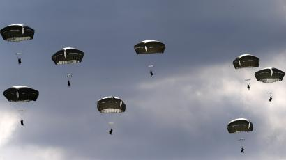 "Troops from the U.S. Army's 173rd Infantry Brigade Combat Team parachute during a NATO-led exercise ""Orzel Alert"" held together with Canada's 3rd Battalion and Princess Patricia's Light Infantry, and Poland's 6th Airborne Brigade in Bledowska Desert in Chechlo, near Olkusz, south Poland May 5, 2014. The training includes parachuting, airborne operations and infantry skills.REUTERS/Kacper Pempel (POLAND - Tags: MILITARY POLITICS) - LR2EA551DC8X9"