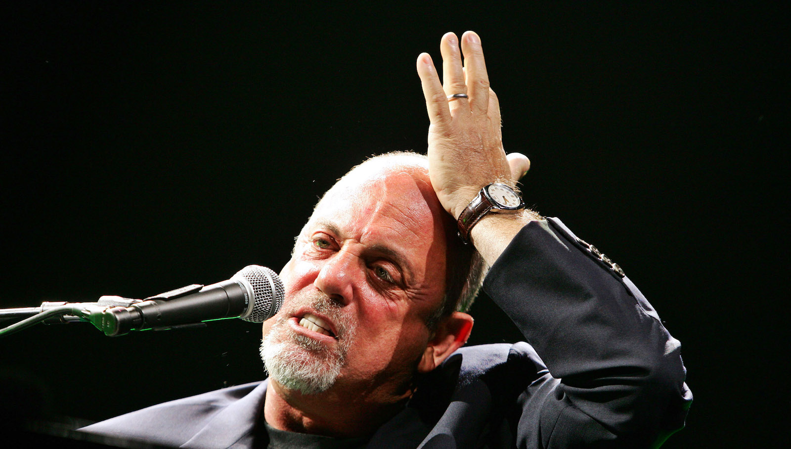 Six-time Grammy award winner Billy Joel performs for the first time in Johannesburg October 26, 2006. REUTERS/Siphiwe Sibeko (SOUTH AFRICA) - GM1DTUPALNAA