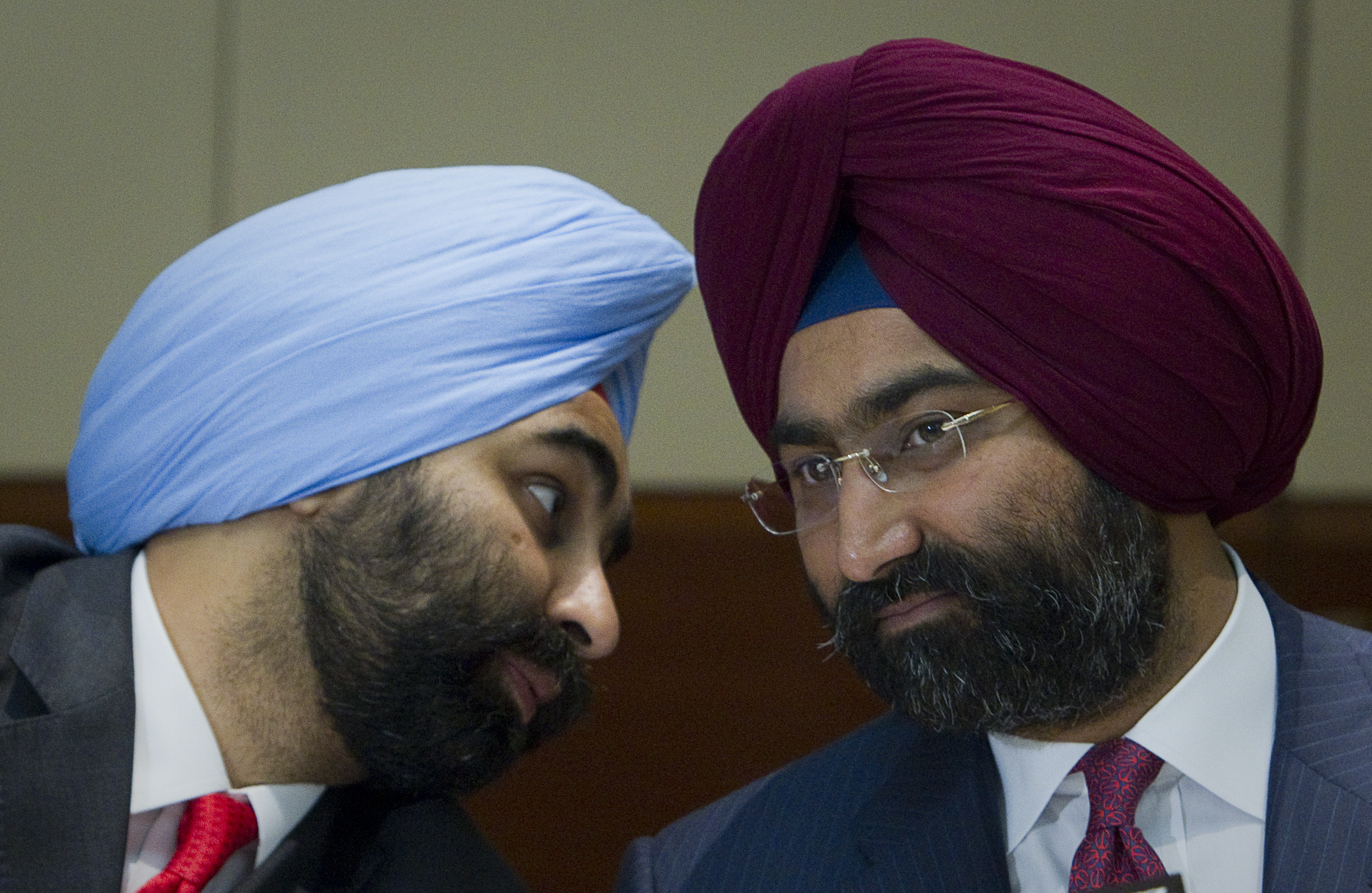 Shivinder Singh (L), Managing Director of Fortis Healthcare, speaks to his brother and Chairman Malivnder Singh during a news conference in Singapore July 1, 2010. India's Fortis Healthcare launched a bid valuing Singapore hospital operator Parkway Holdings at $3.1 billion (S$4.3 billion), topping a bid by rival suitor Malaysian state fund Khazanah.  REUTERS/Vivek Prakash (SINGAPORE - Tags: BUSINESS HEALTH) - GM1E6711D6601
