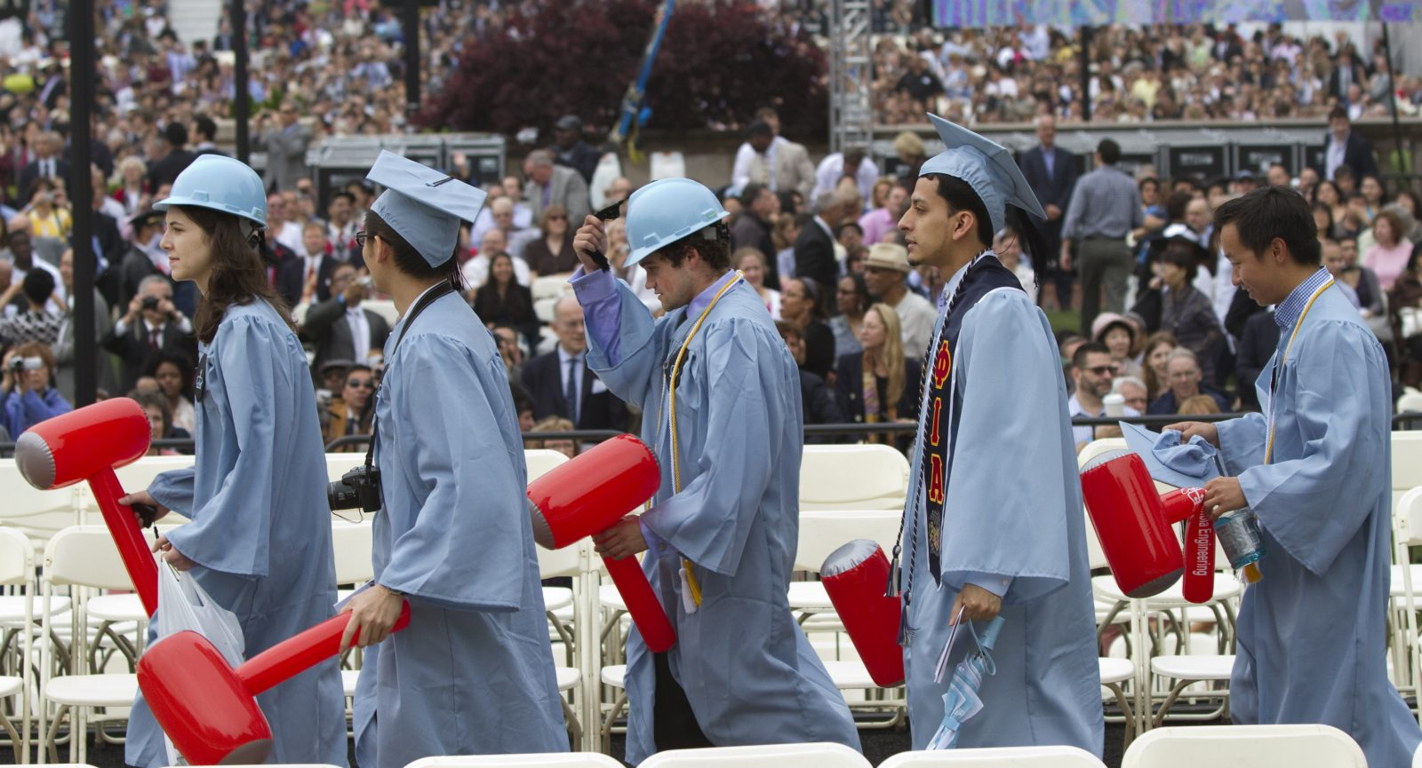 Graduates from Columbia University's School of Engineering walk in a procession during the university's commencement ceremony in New York May 16, 2012. REUTERS/Keith Bedford  (UNITED STATES - Tags: EDUCATION) - GM1E85H06XR01